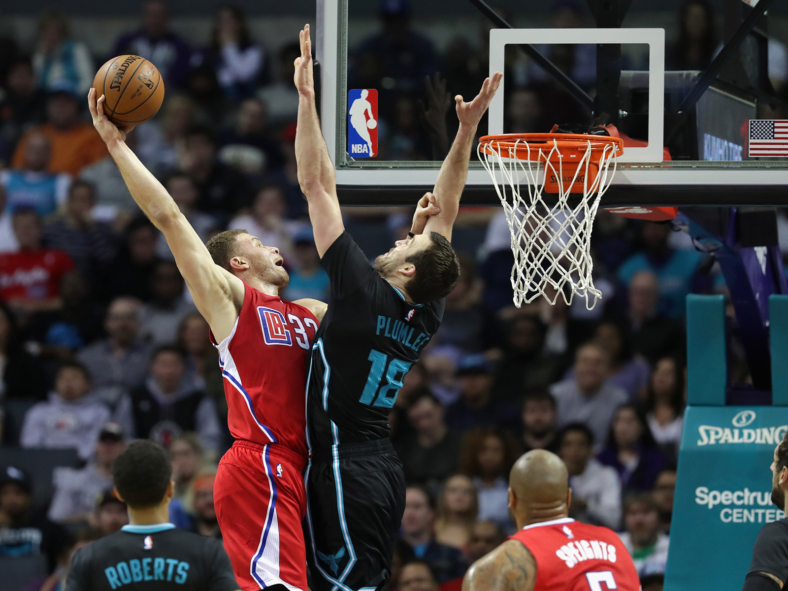 Blake Griffin meets with Miles Plumlee at the rim during a game against the Charlotte Hornets.