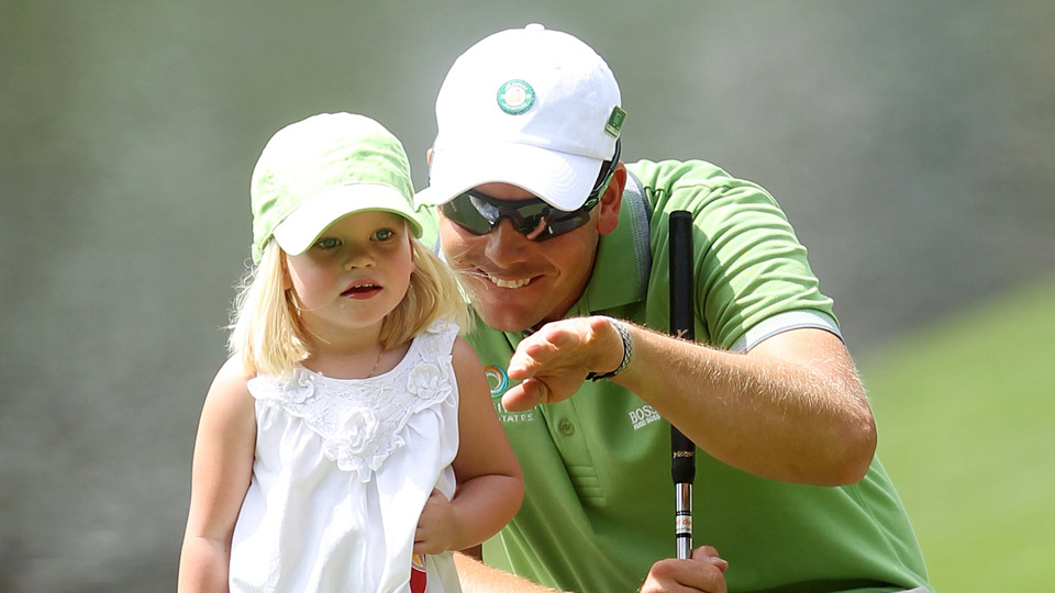 At the 2010 Masters' Par-3 Contest, Stenson and little Lisa debate the break.