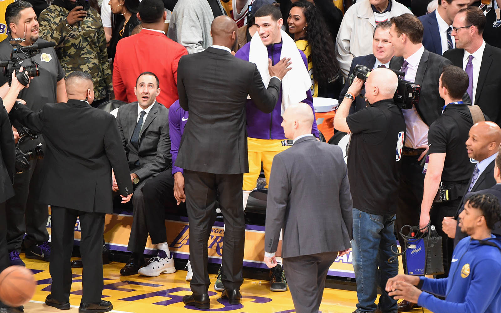 Kobe Bryant Leaves Warriors Vs. Lakers Jersey-Retirement Game Early
