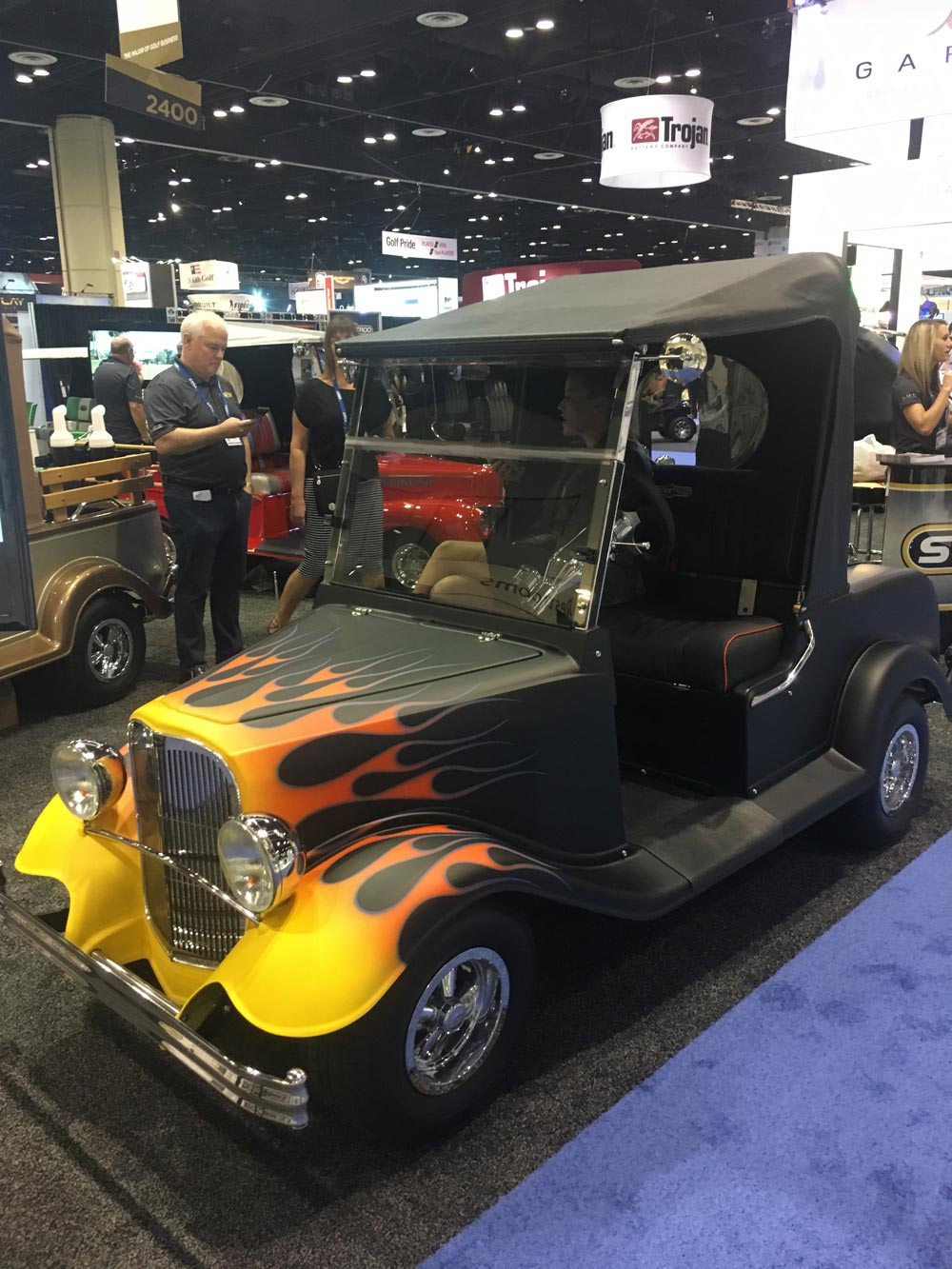 Pga merchandise show 8 super luxe items for the golfer for Mercedes benz garia golf cart price
