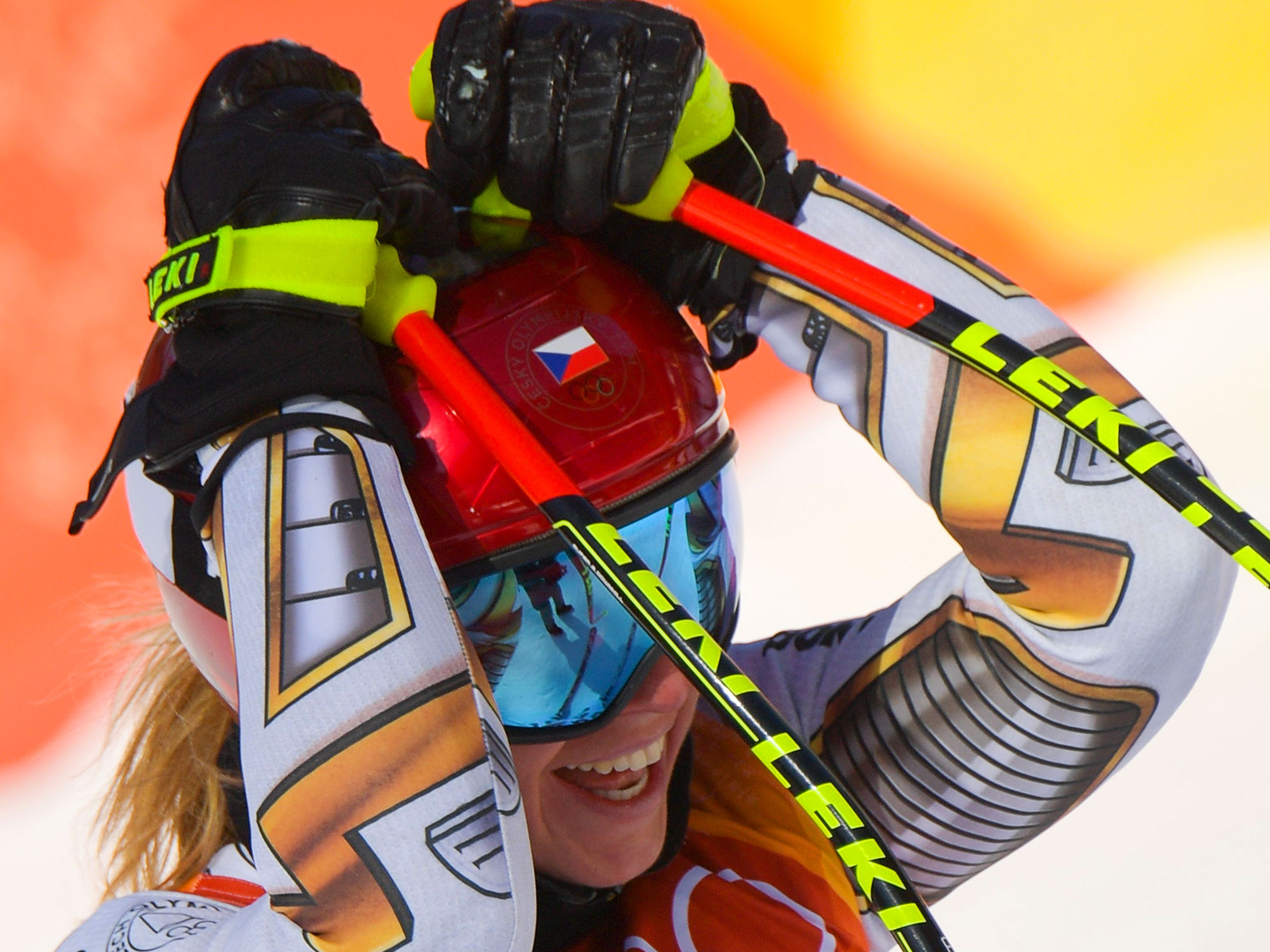 Esther Ledecka upsets in alpine skiing