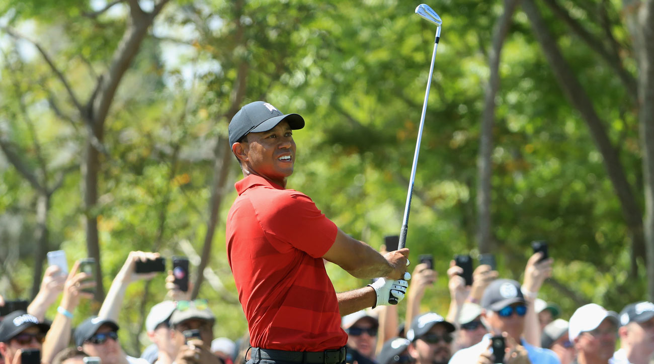 Tiger Woods has made regular use of a 2-iron that acts like a driving iron in 2018. Woods does not use hybrids.