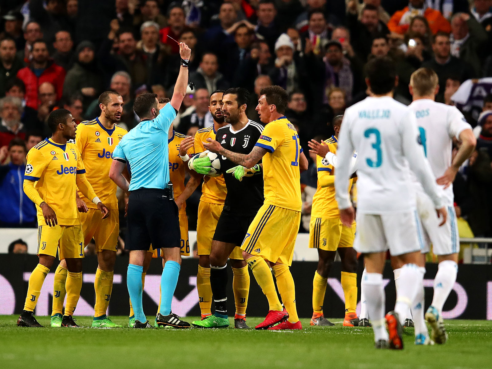 Gianluigi Buffon is sent off vs. Real Madrid in the Champions League
