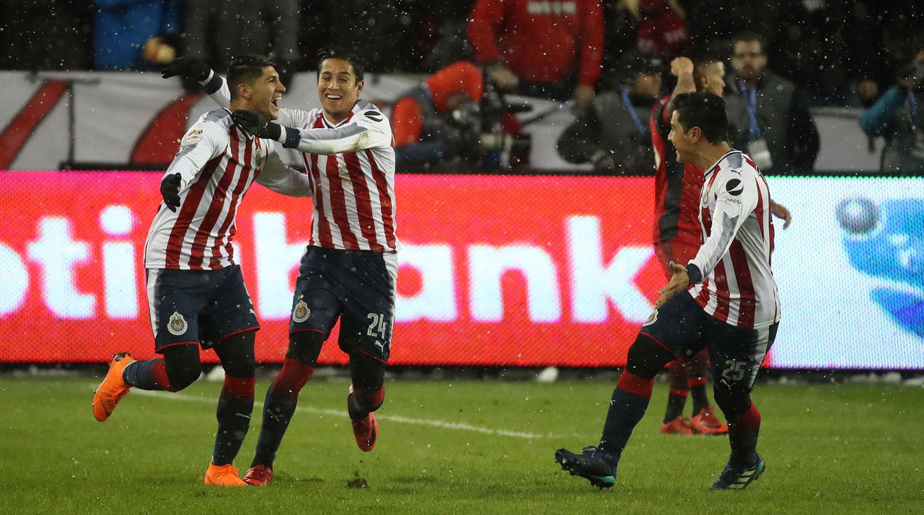 Alan Pulido scores for Chivas vs. Toronto FC in the CCL final