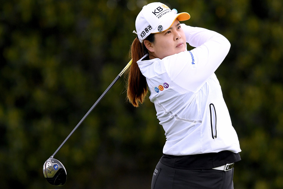 Using a new putter, Inbee Park rolled in six birdies on the back nine on Thursday.