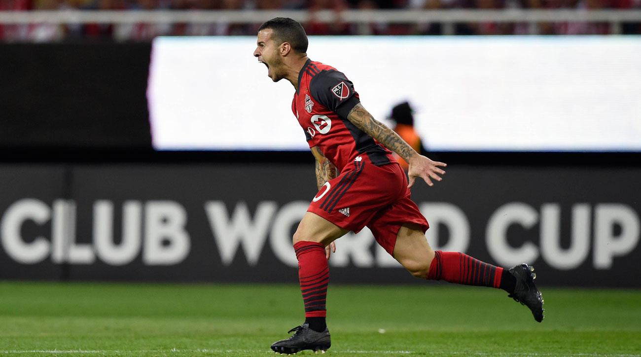 Sebastian Giovinco scores for Toronto FC vs. Chivas in the CCL final