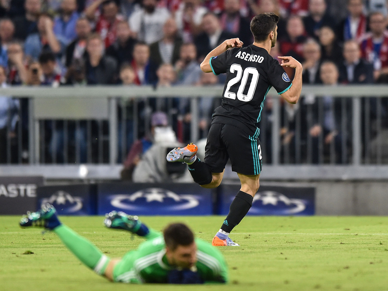 Marco Asensio scores for Real Madrid vs. Bayern Munich