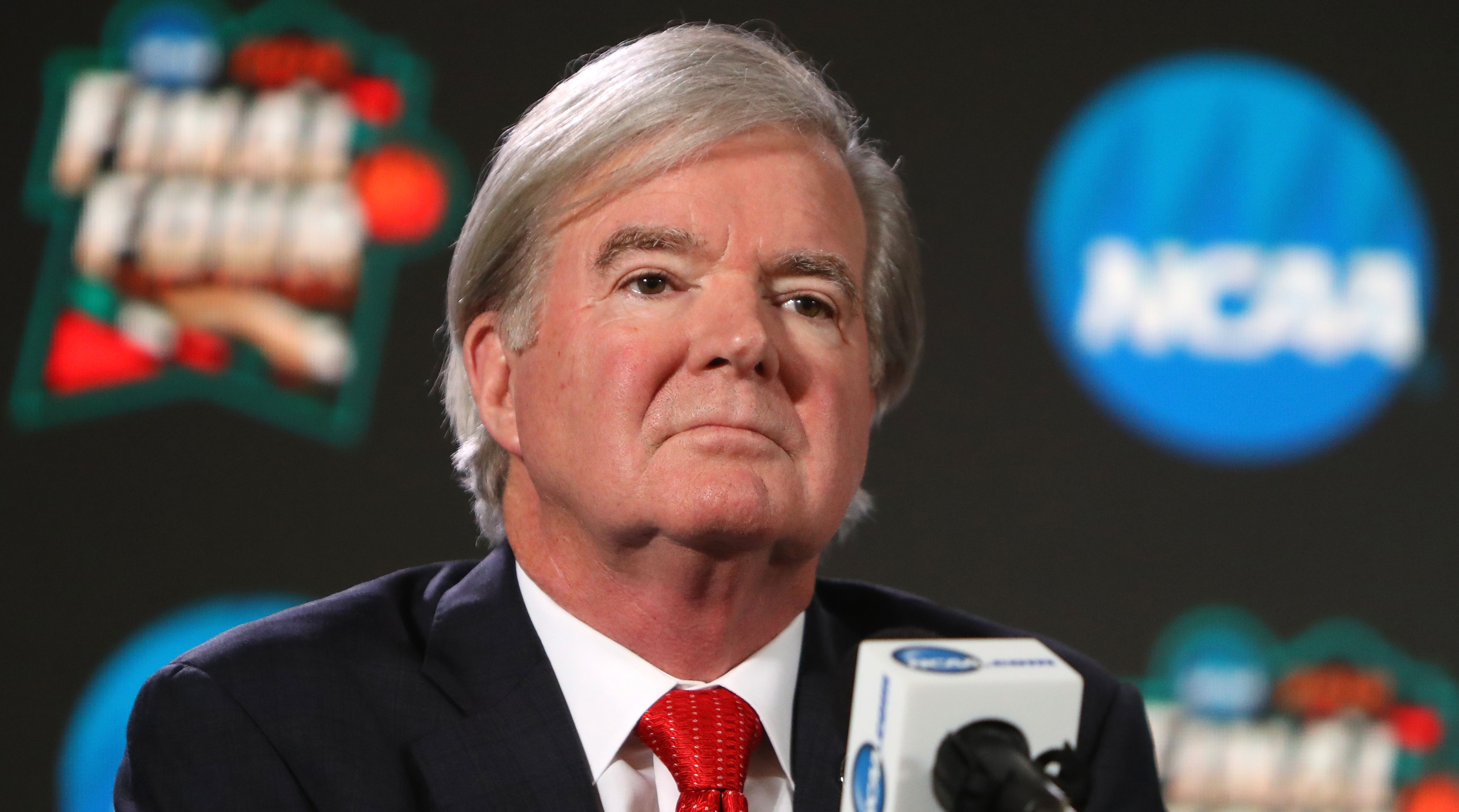 Mark Emmert's Total Compensation in 2016 Jumped Up Nearly $500,000 to More Than $2.4 Million | Sports Illustrated