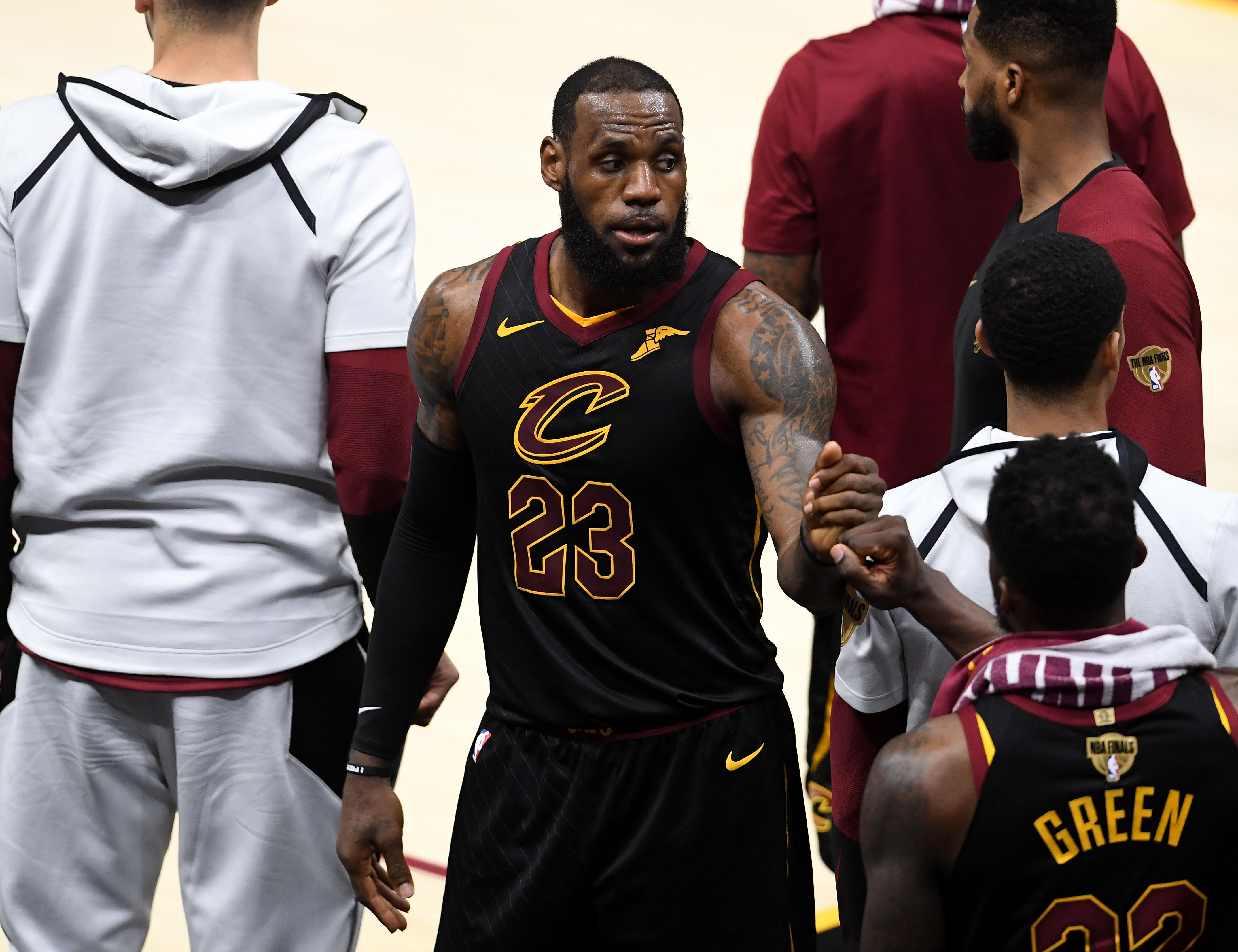 LeBron James still hasn't met with Lakers coach Luke Walton, report says