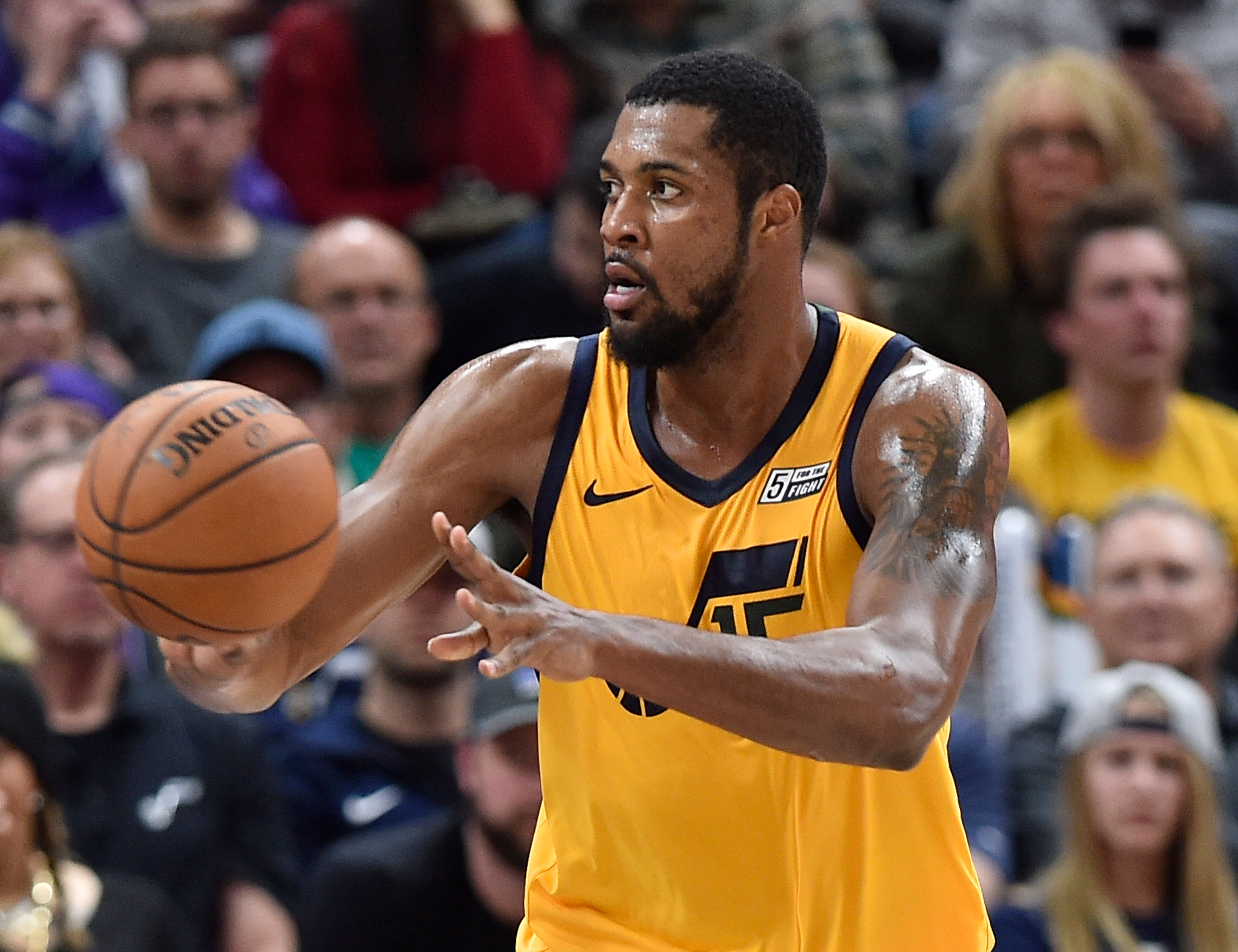 Derrick Favors agrees to 2-year, $36M deal to return to Jazz