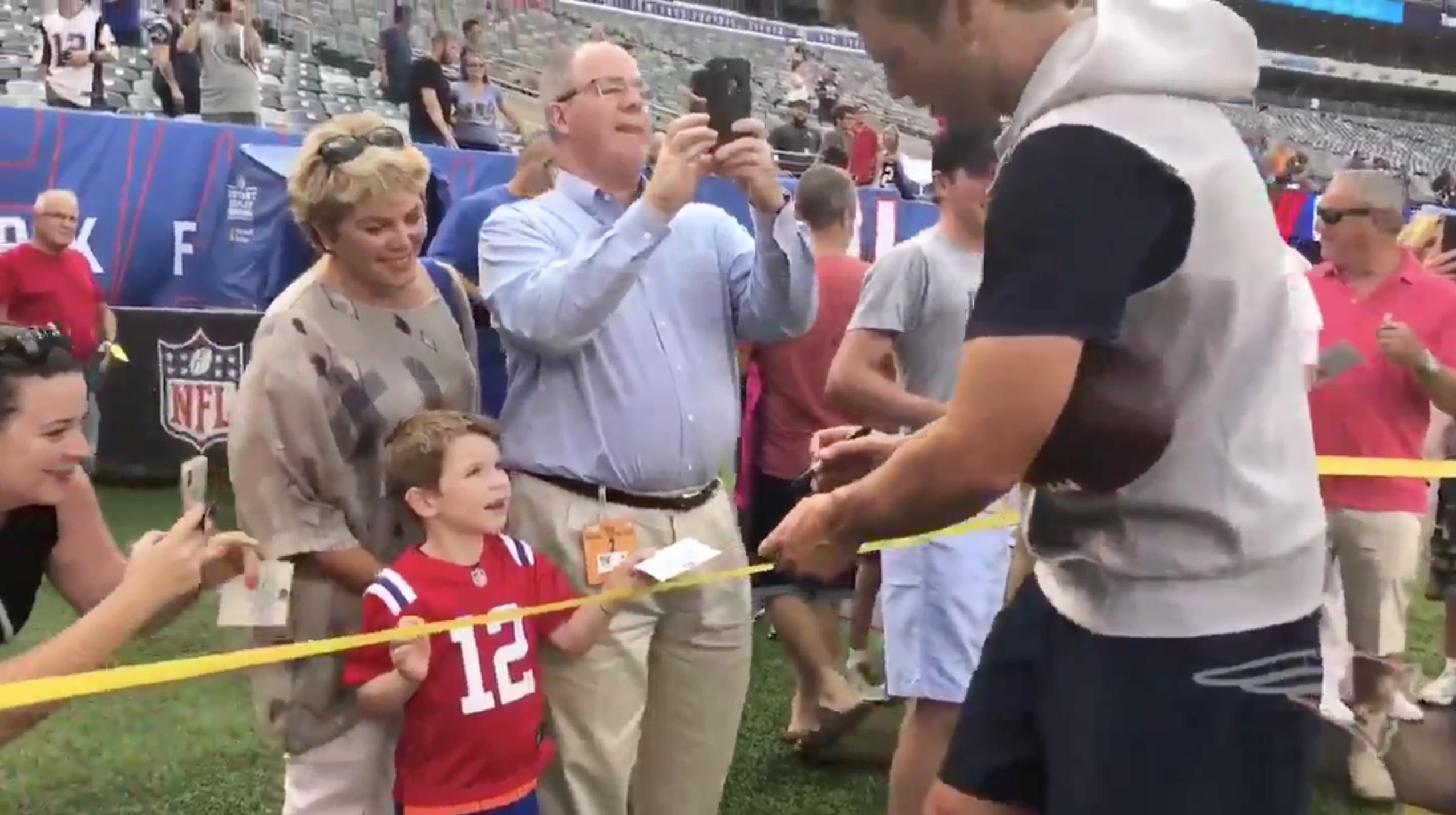 Tom Brady fan doesn't recognize Patriots QB (video)