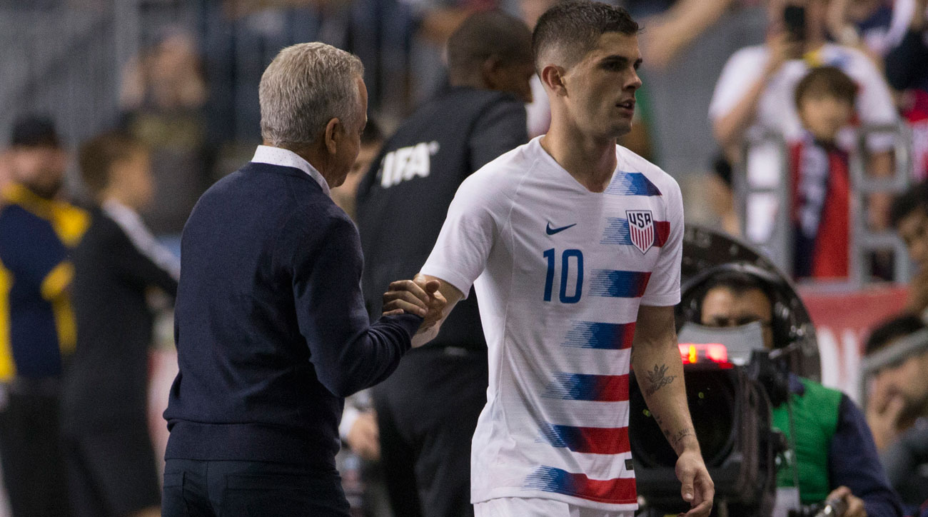 Christian Pulisic and Dave Sarachan during the USA's friendly vs. Bolivia