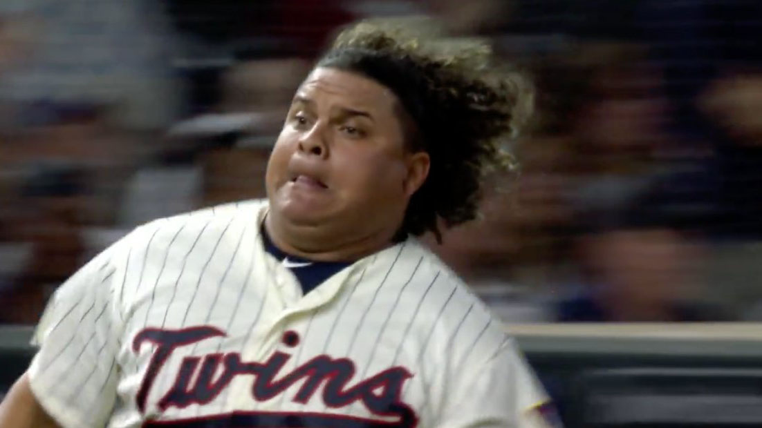 Willians Astudillo: Twins C scores from first (video)