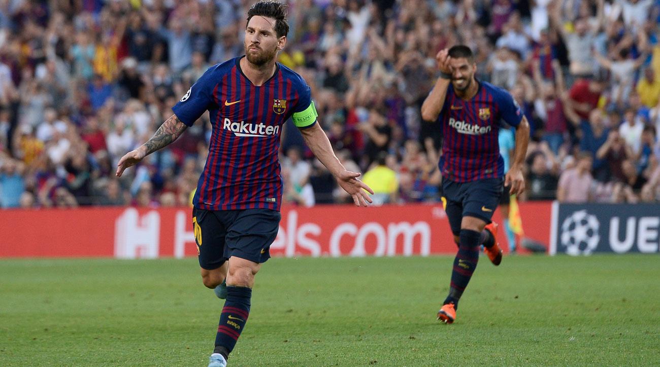 Lionel Messi scores on a free kick vs. PSV