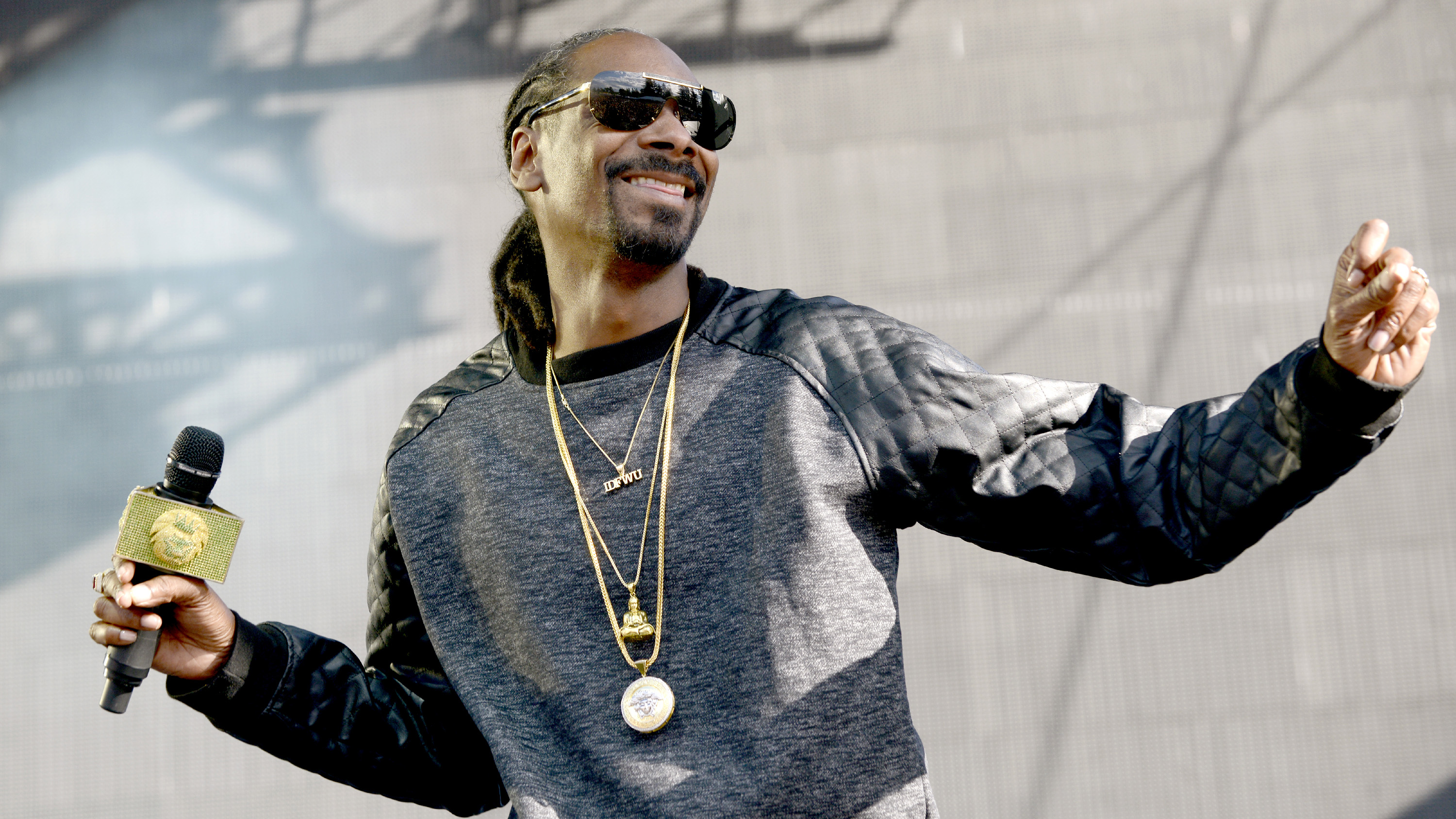 Snoop Dogg: Steelers fan visits Cleveland Browns (video)