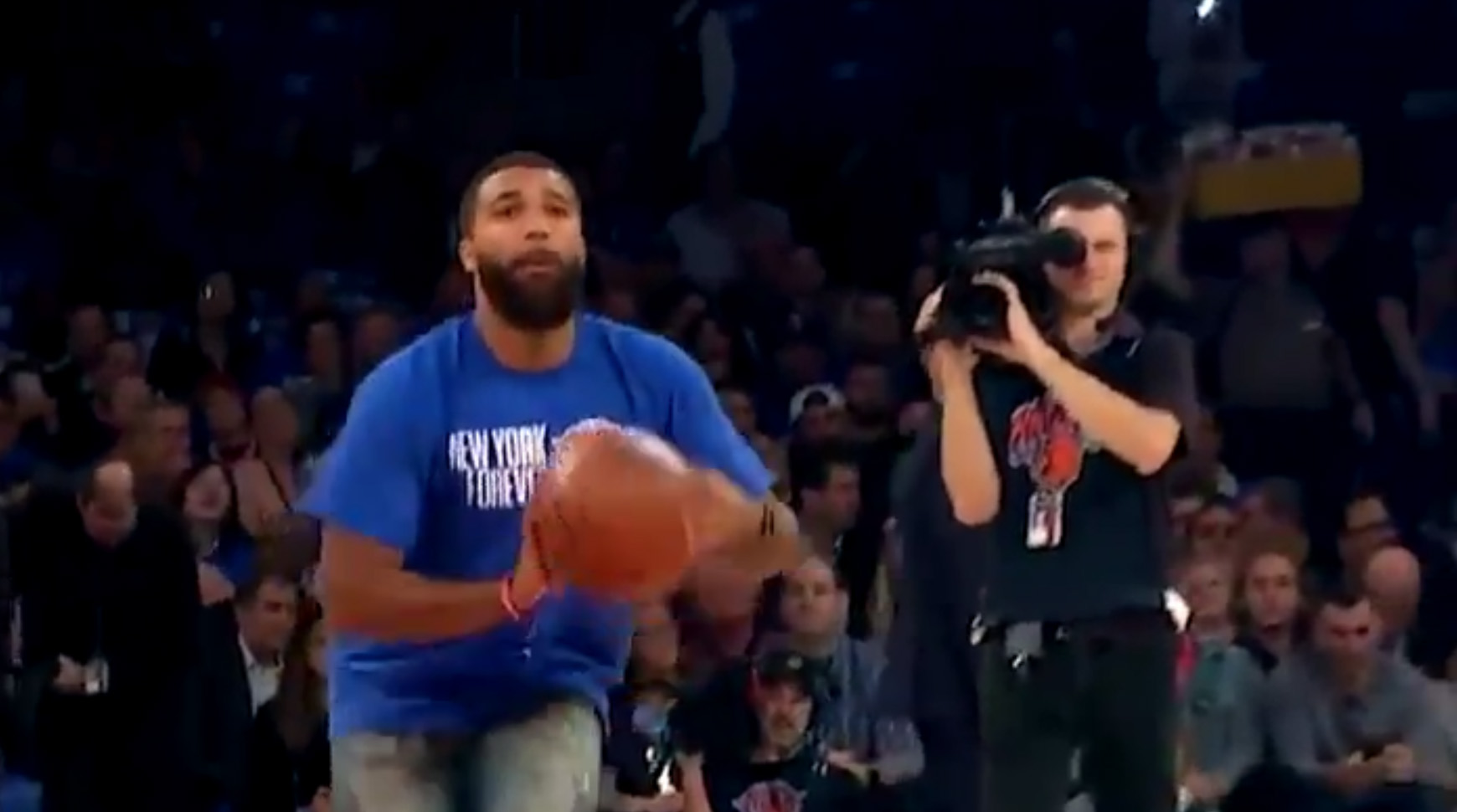 knicks-fan-half-court-shot
