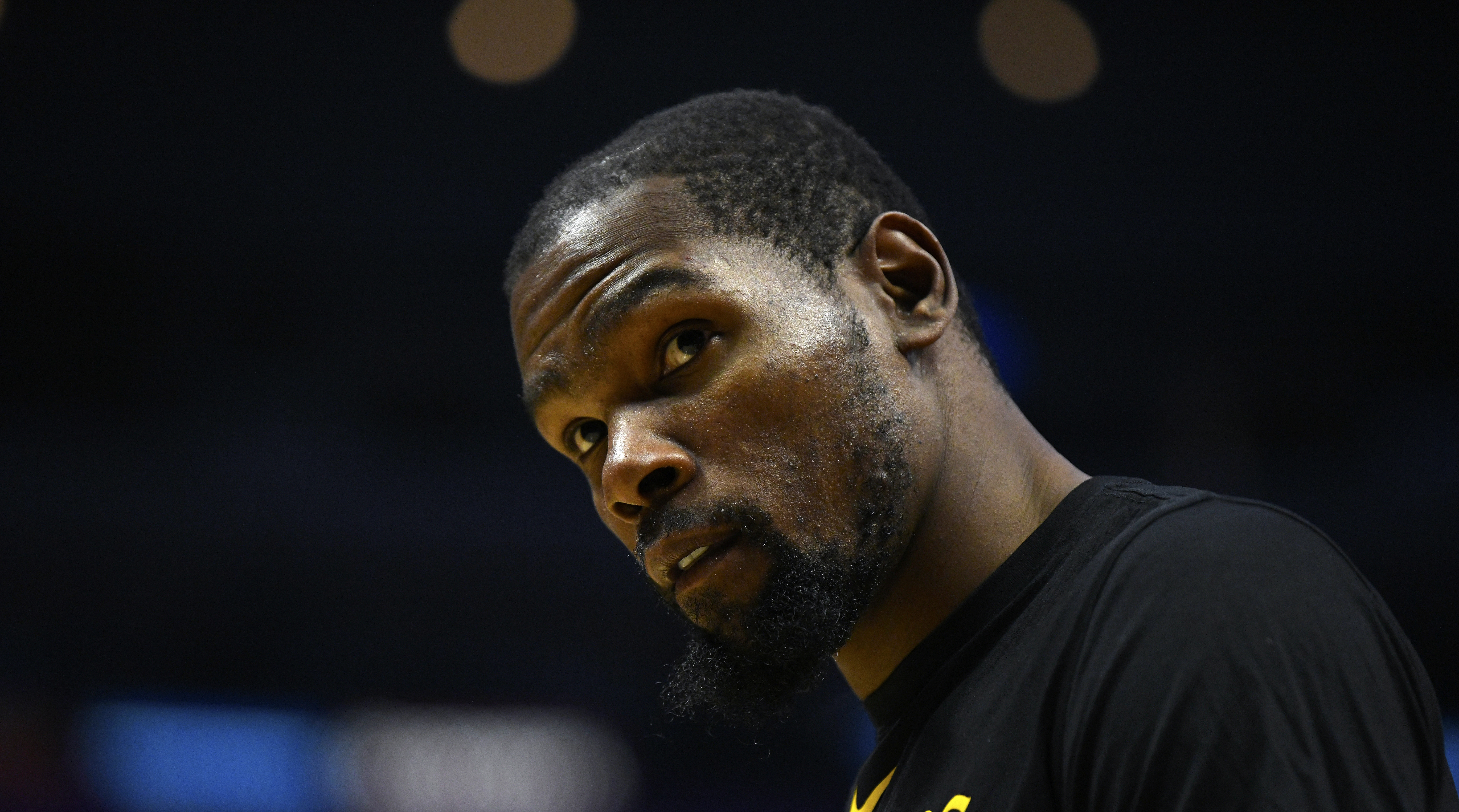 buy online 6d0e6 4c14b Kevin Durant fined  25,000 for cursing at Mavericks fan   SI.com
