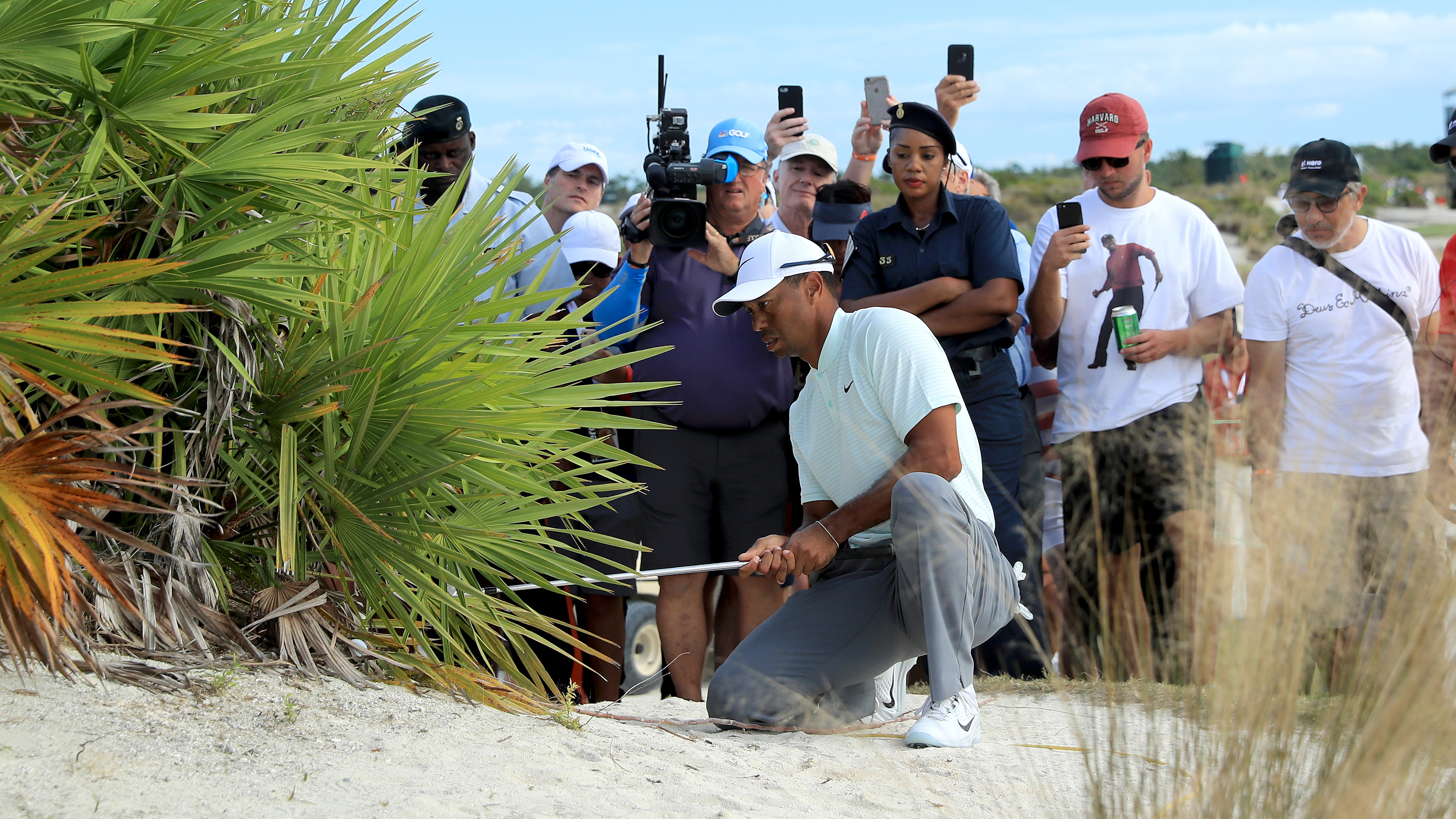 Tiger woods friday hero world challenge rules controversy