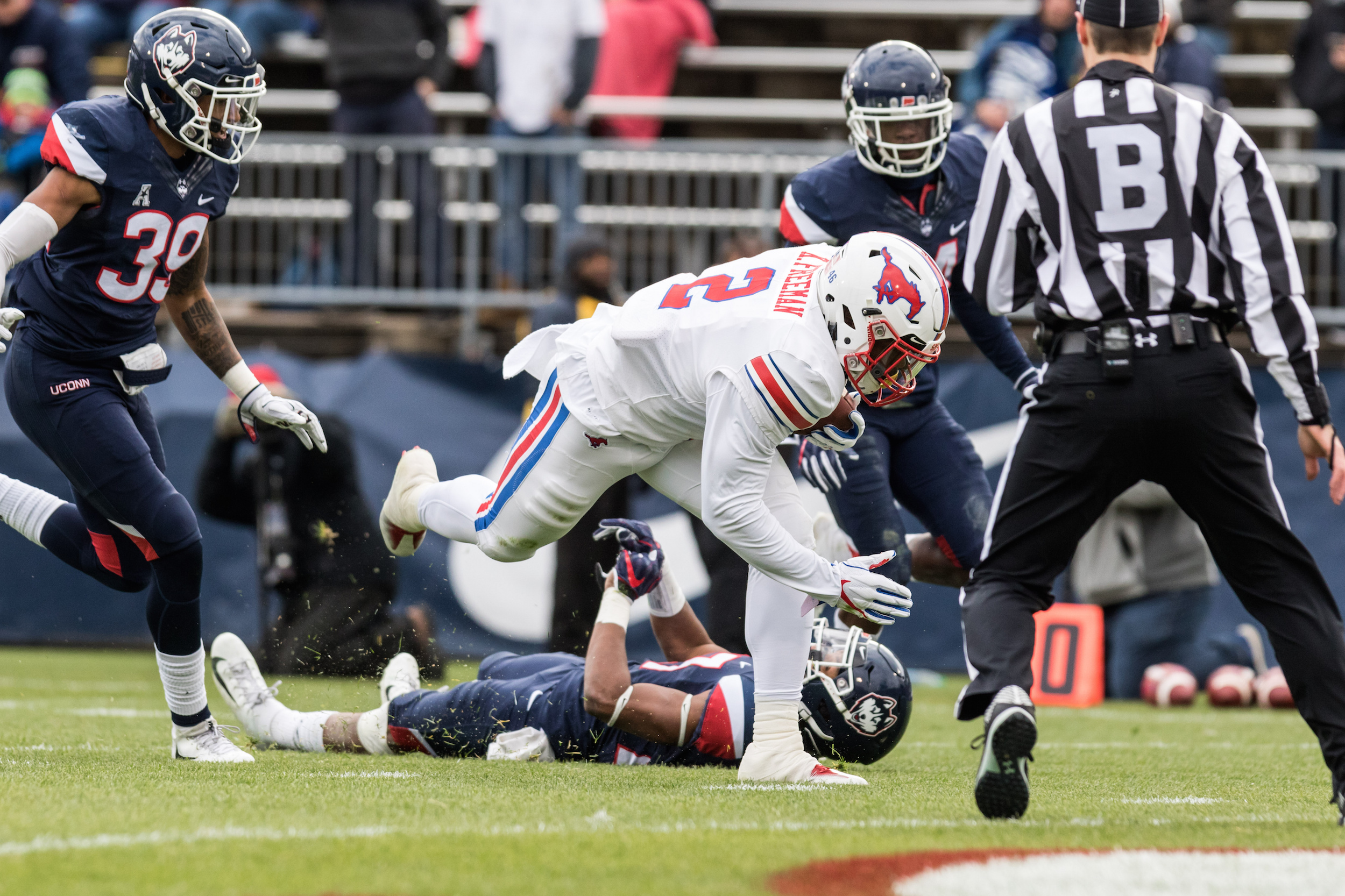 COLLEGE FOOTBALL: NOV 10 SMU at UConn