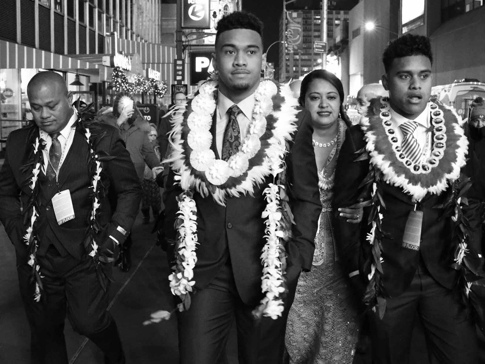 Tua Tagovailoa, family at 2018 Heisman Trophy ceremony