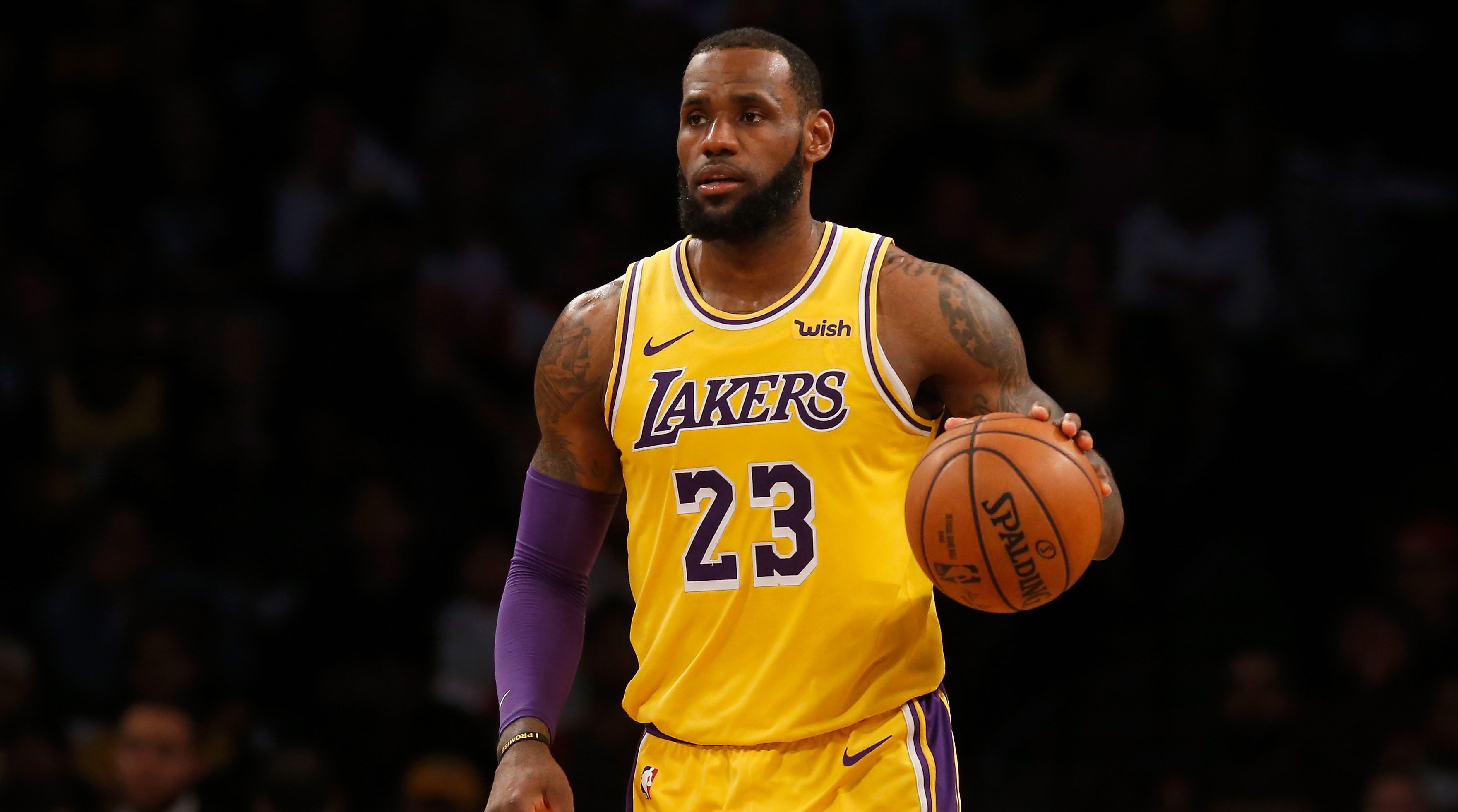 LeBron James leads pack in early All-Star voting