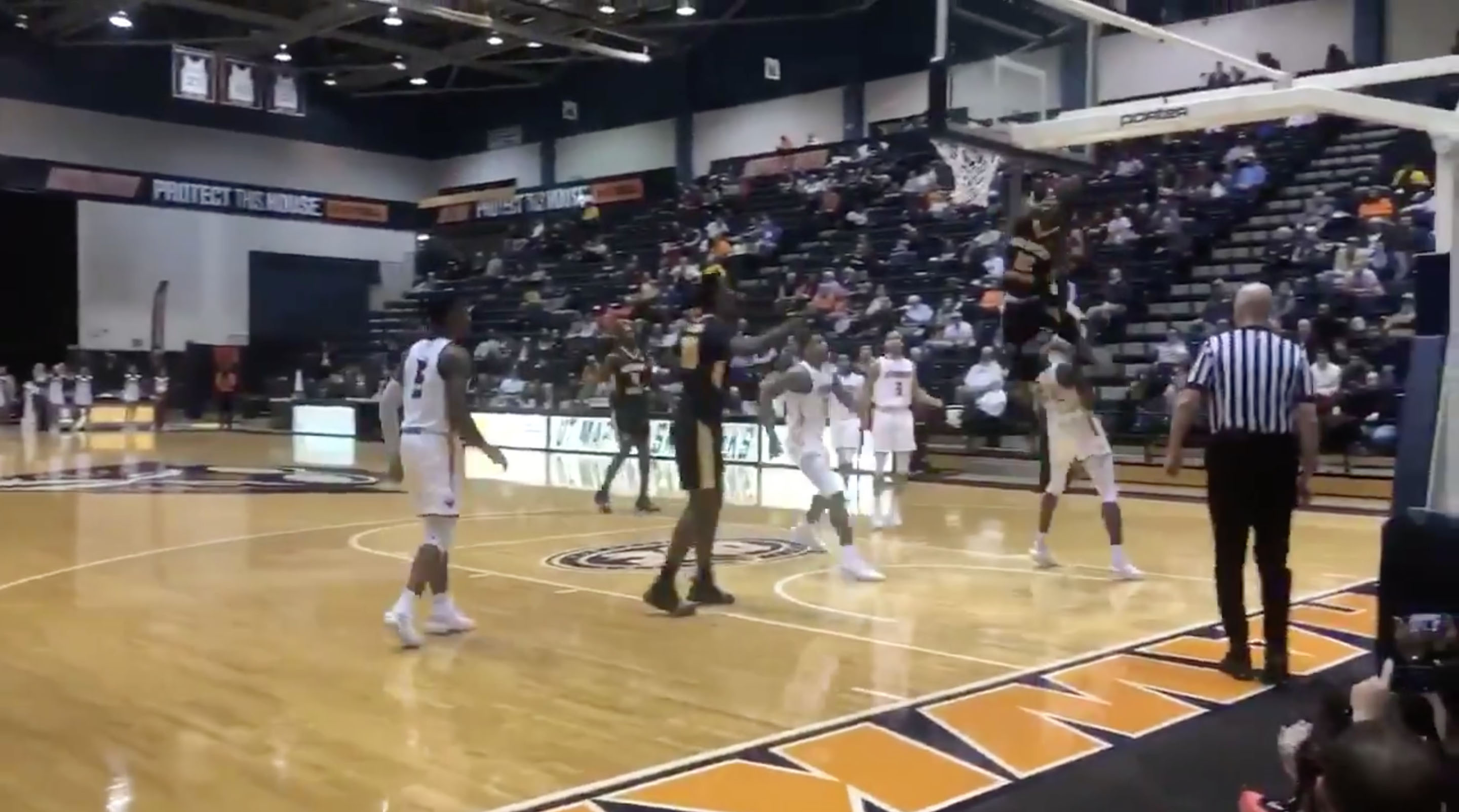 size 40 a723f 7dec9 Ja Morant dunks over defender (video)  Murray State G leaps man   SI.com