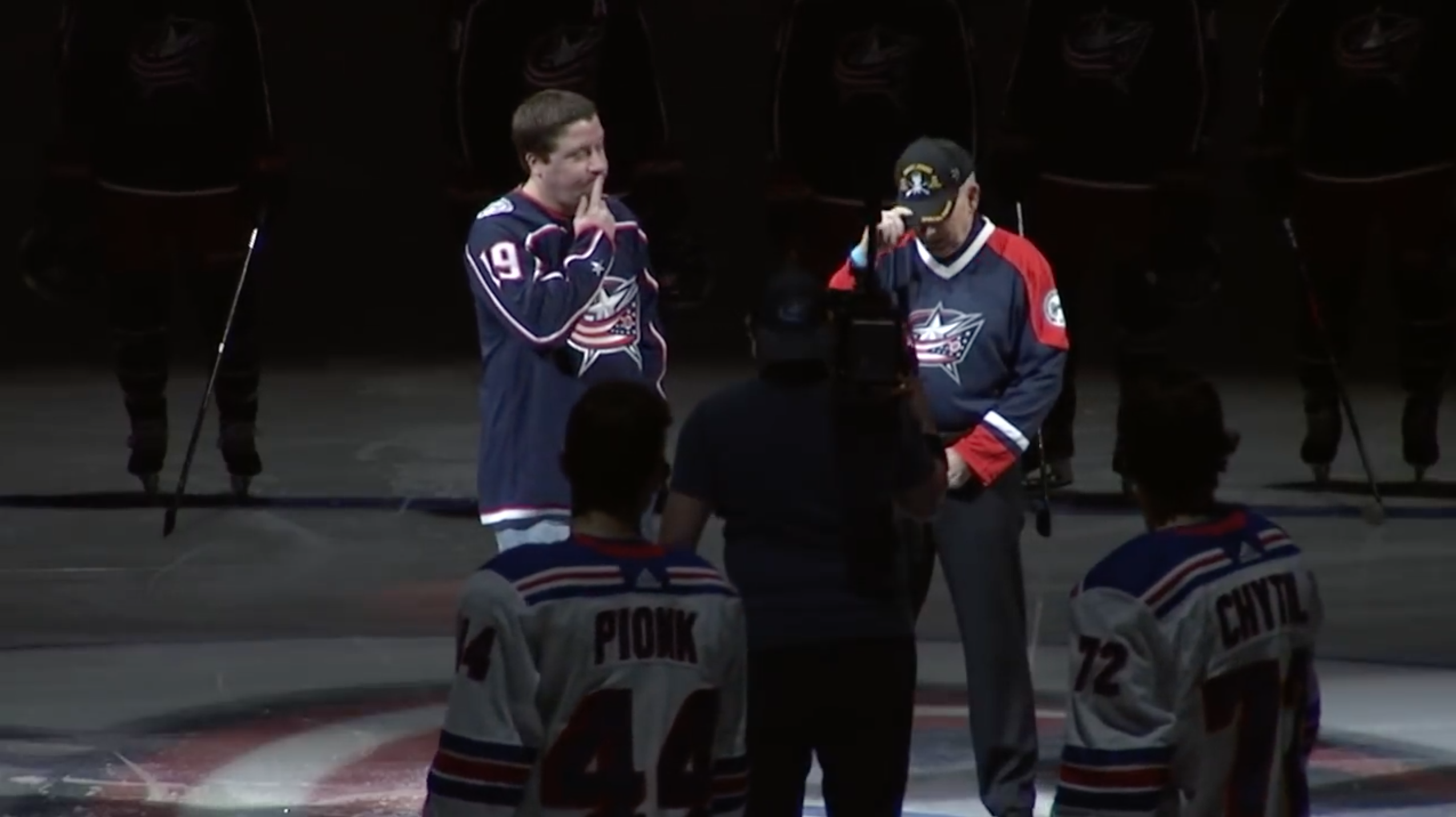 Blue Jackets fans sing national anthem after mic mishap (video) | SI com