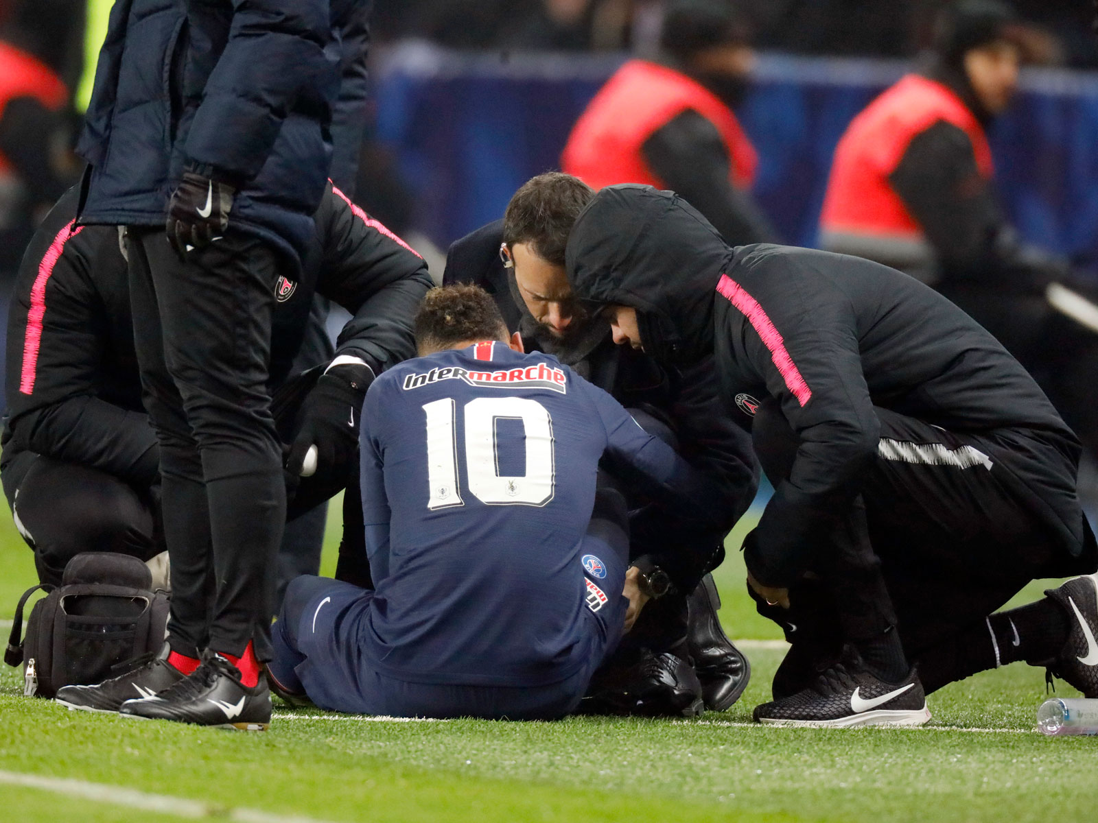 Neymar suffers another injury with PSG