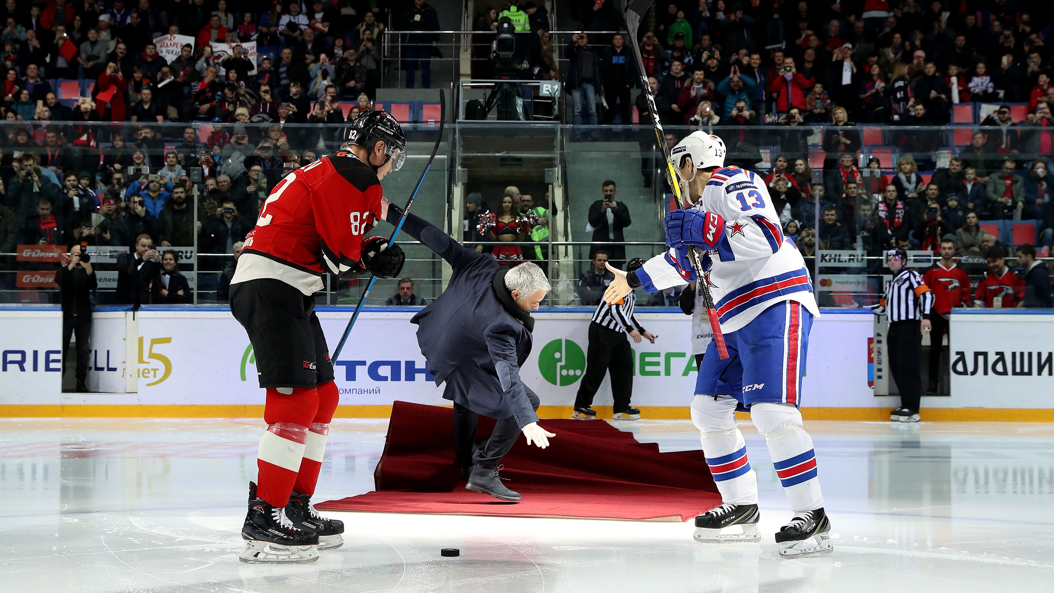 Video: Jose Mourinho drops puck at KHL game, falls down on ice