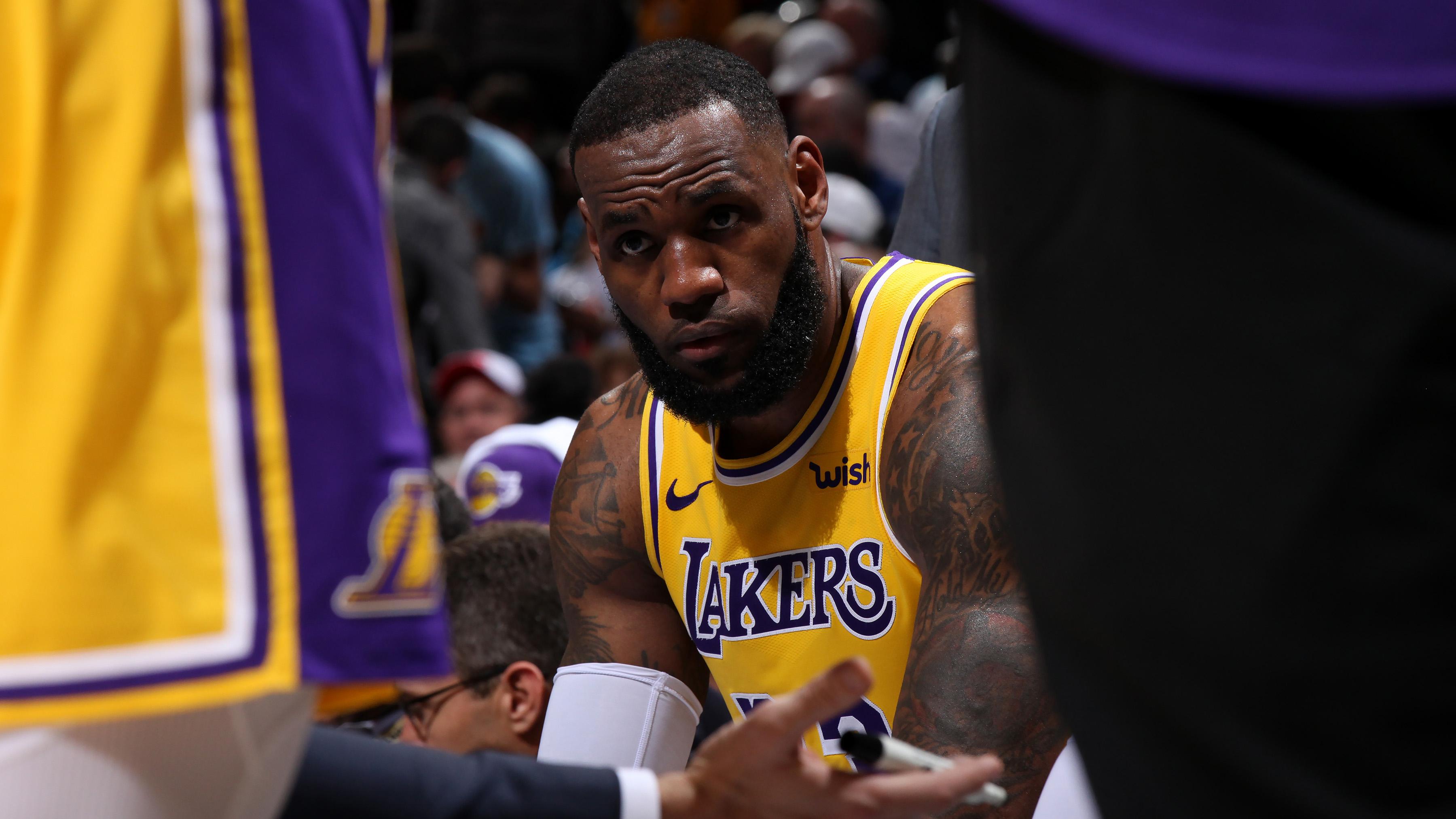 LeBron James: Hawks fans chant 'Kobe's better' at Lakers F (video)