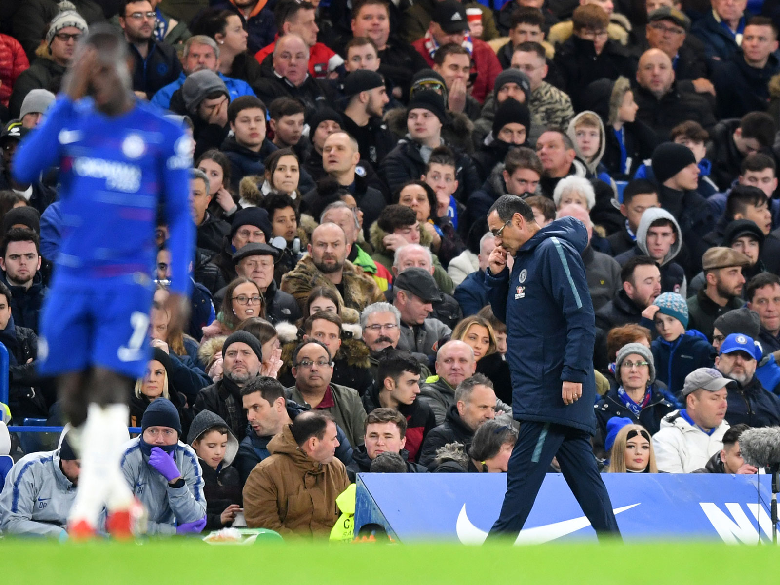 Maurizio Sarri expresses his frustration during Chelsea's FA Cup clash vs. Manchester United