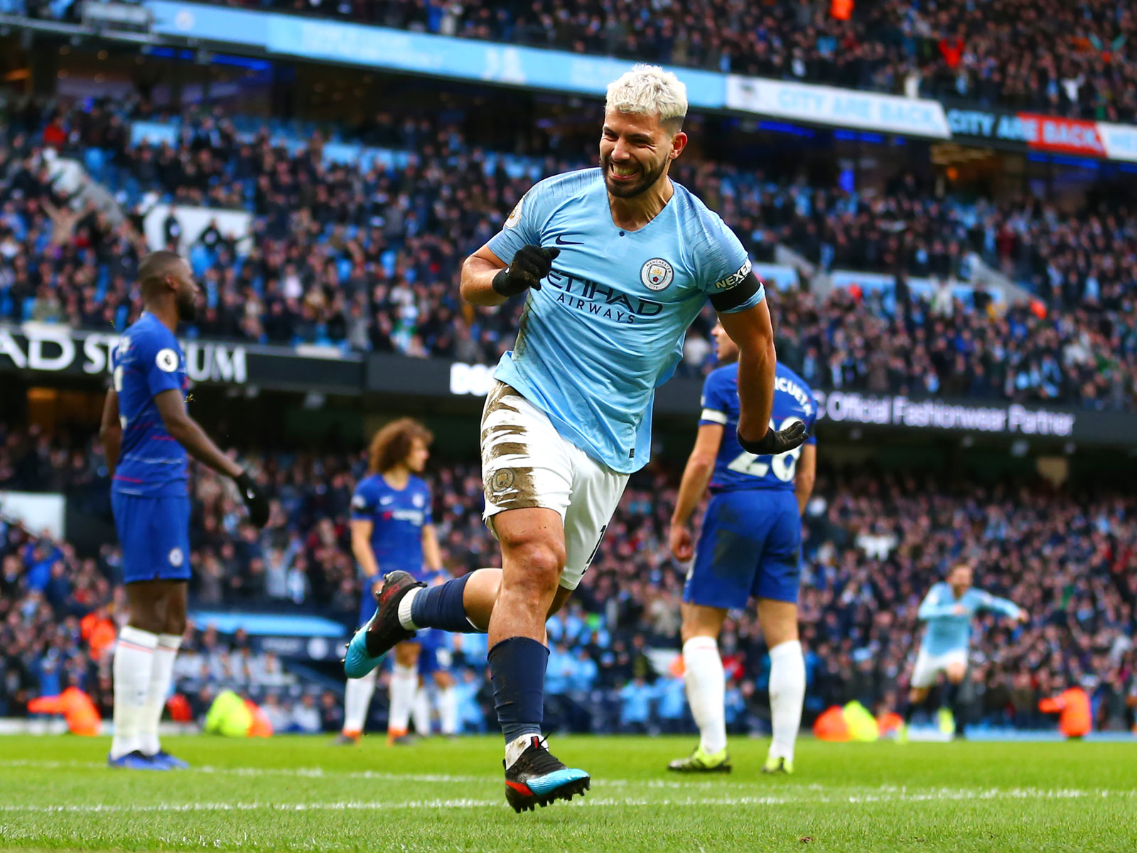 Sergio Aguero scores for Man City vs. Chelsea