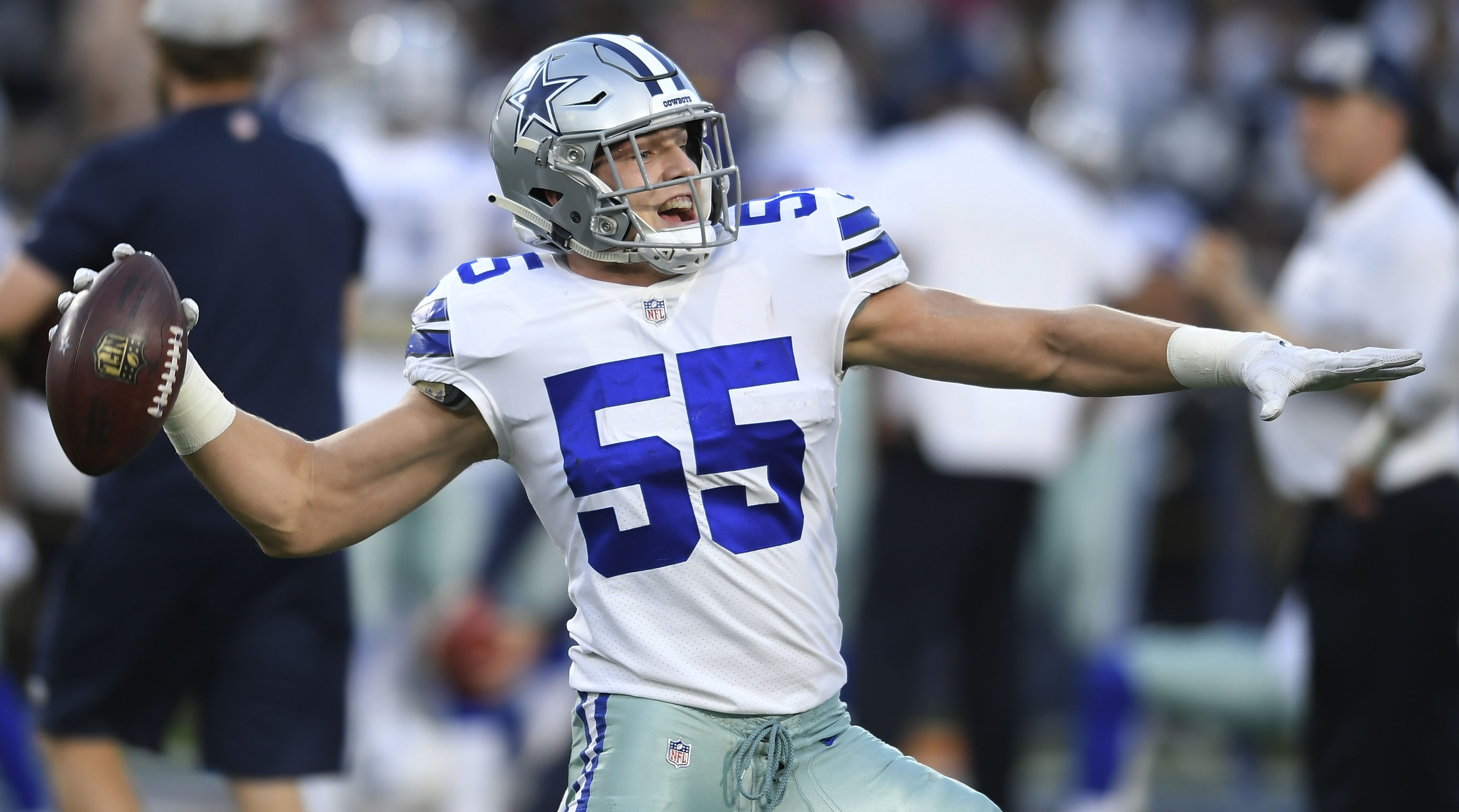 aa07a72ffd8 Cowboys' Leighton Vander Esch donates weight room to old high school |  SI.com