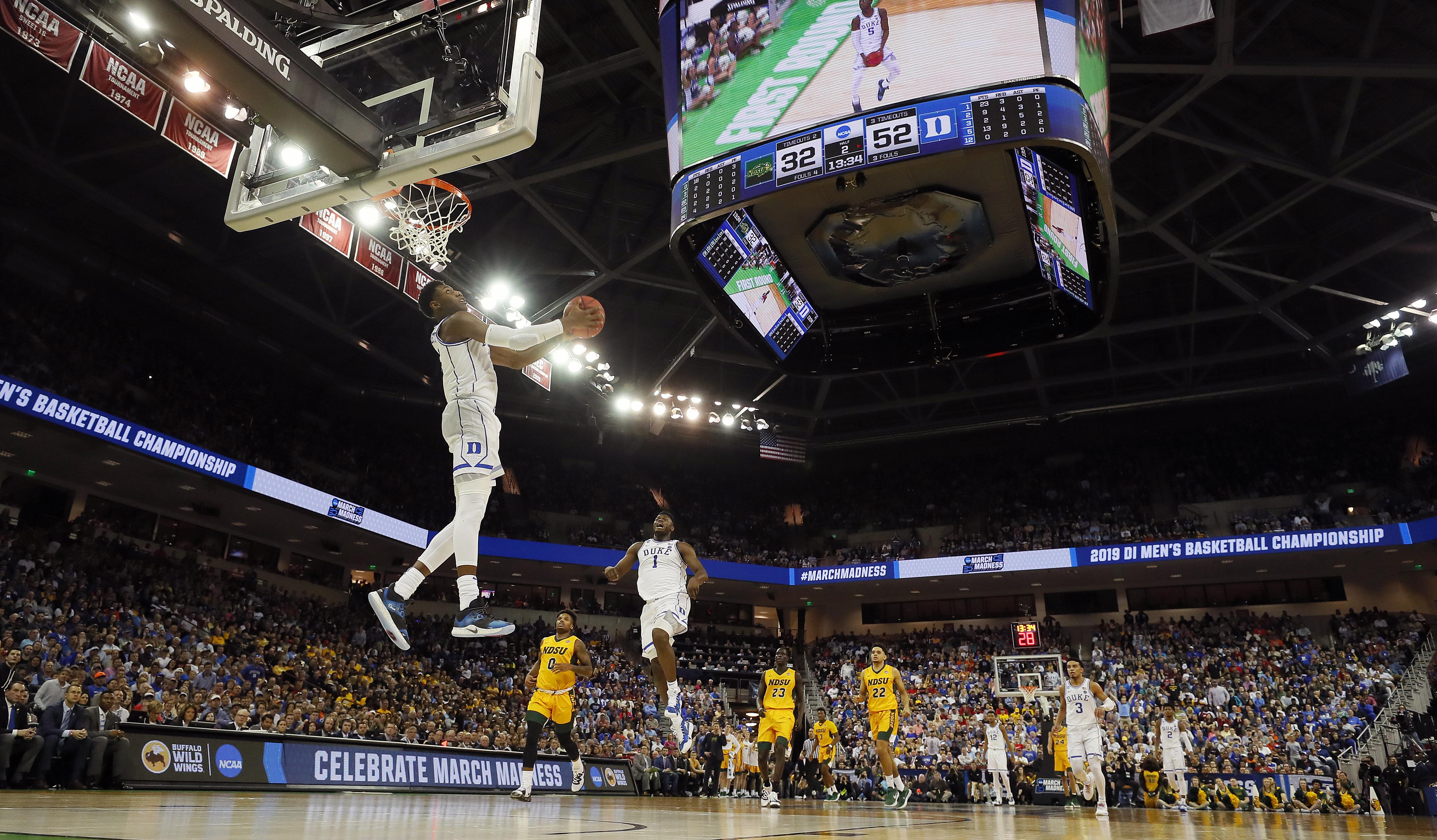 Zion Williamson, RJ Barrett share LeBron-Wade moment in