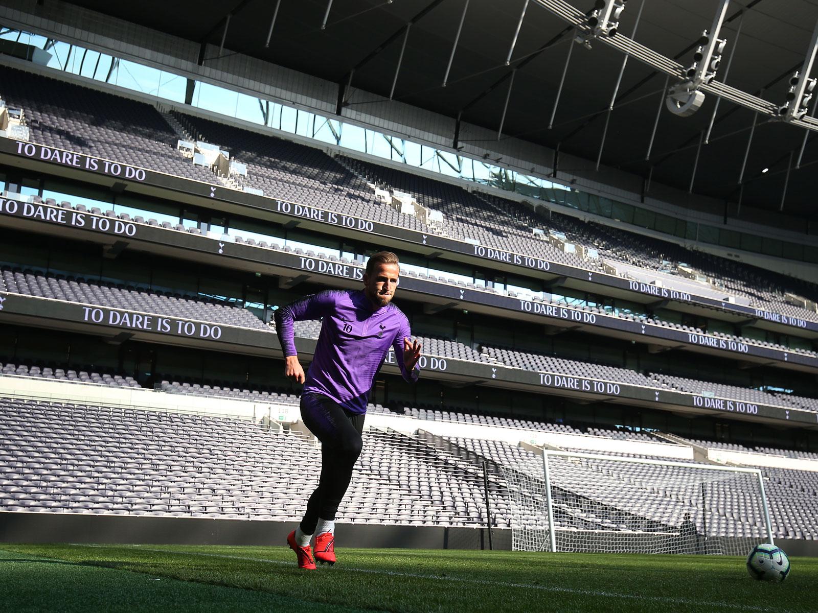 Harry Kane trains in Tottenham's new stadium
