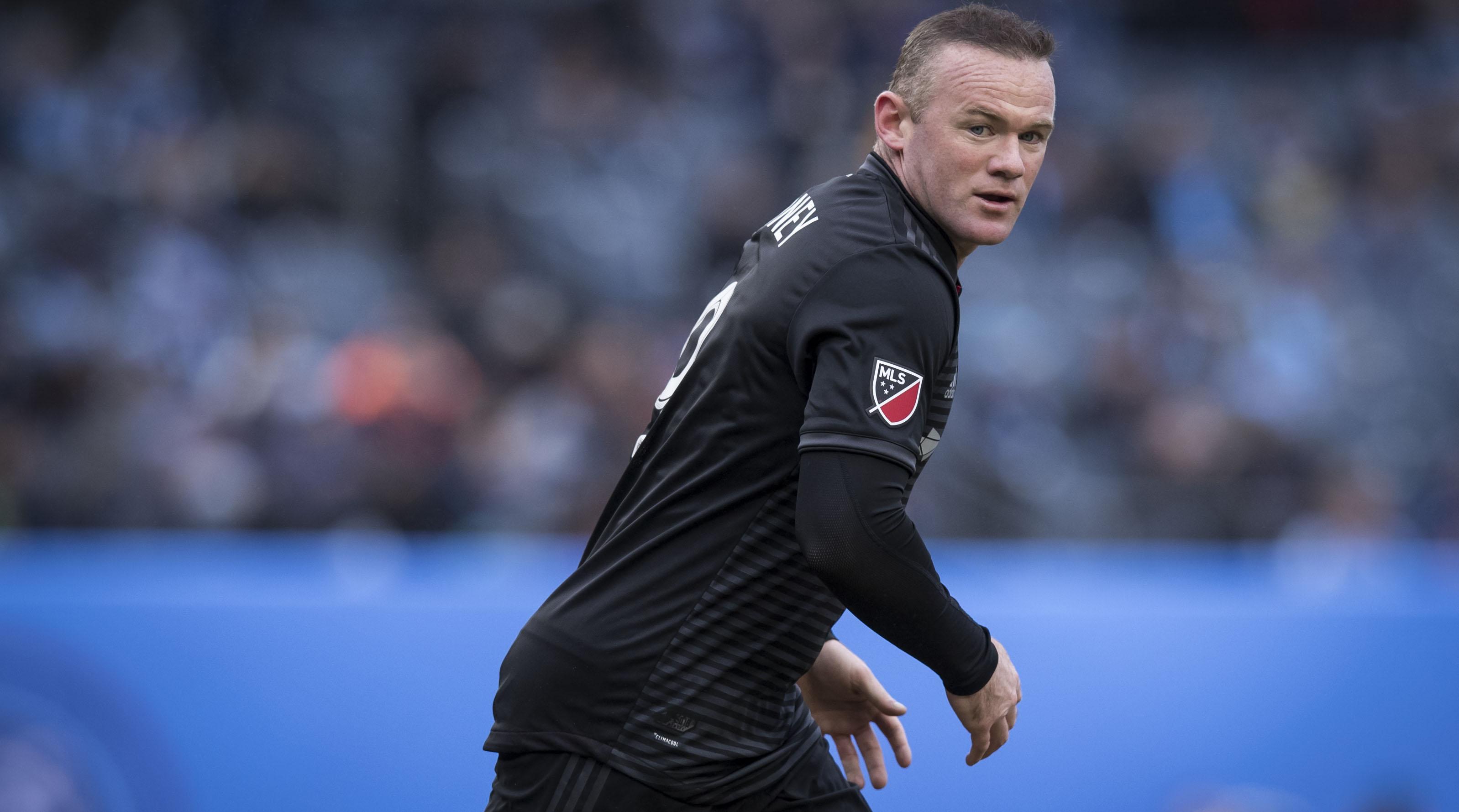 Wayne Rooney scores ridiculous free kick