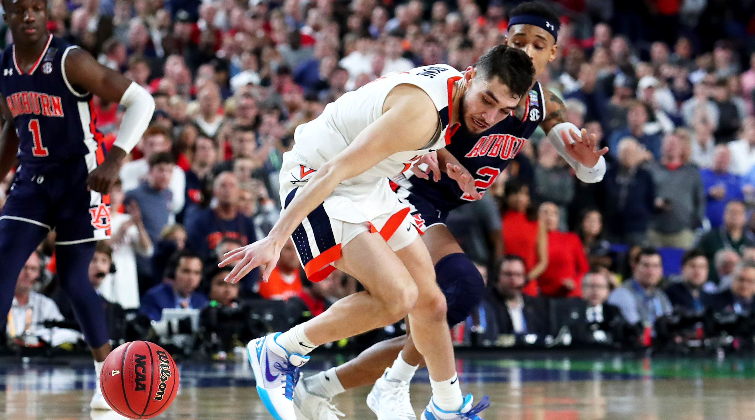 Was Double Dribble Missed By Refs During Virginia Auburn