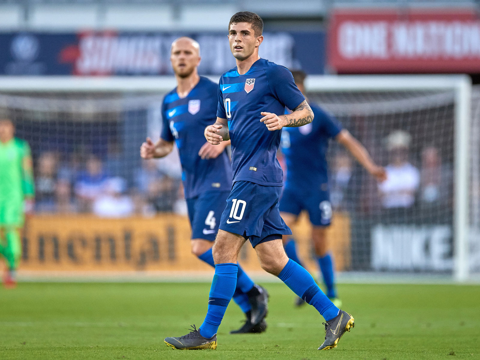 Christian Pulisic and Michael Bradley in the USMNT midfield
