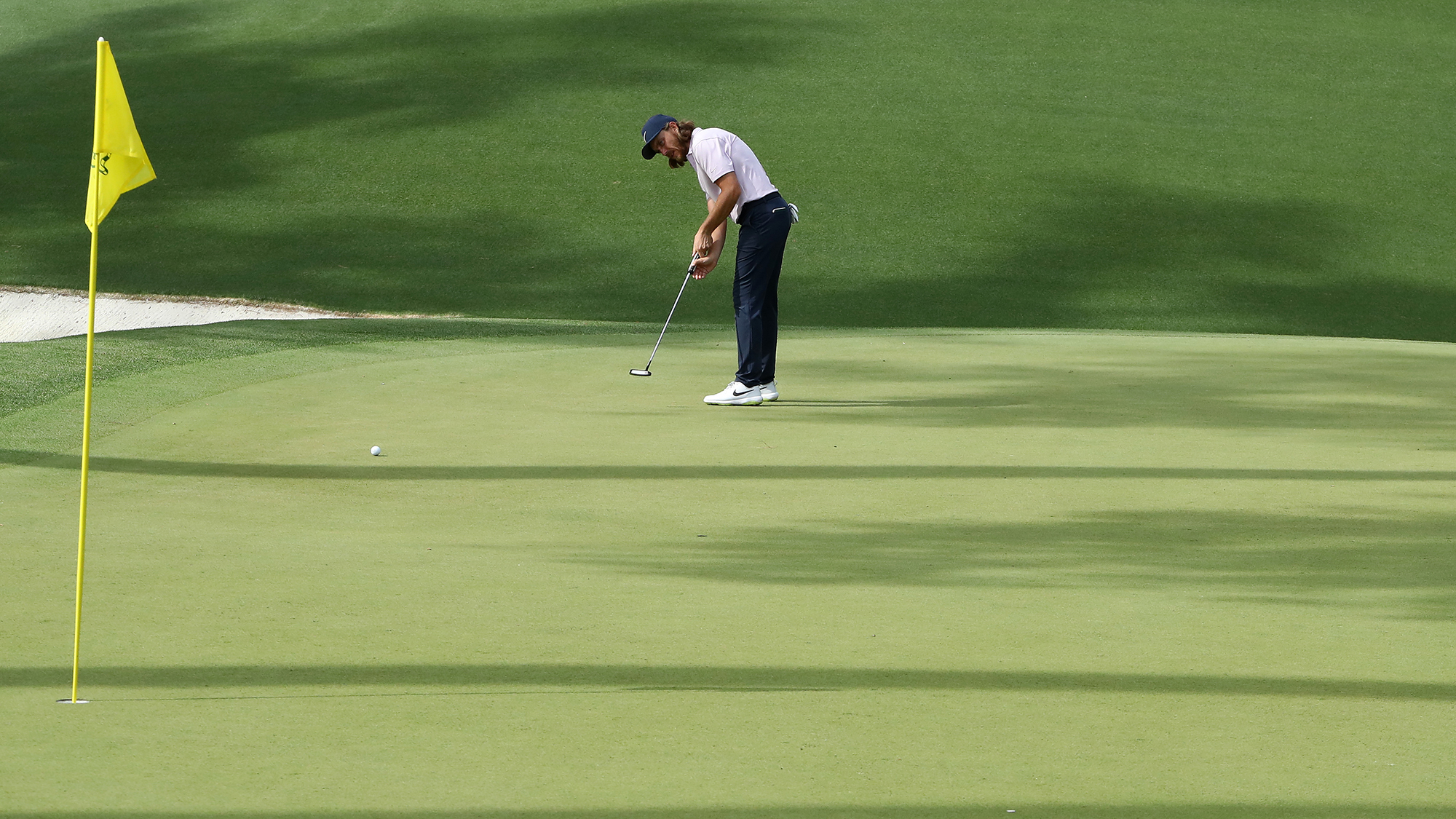 Tommy fleetwood putt flagstick in augusta national