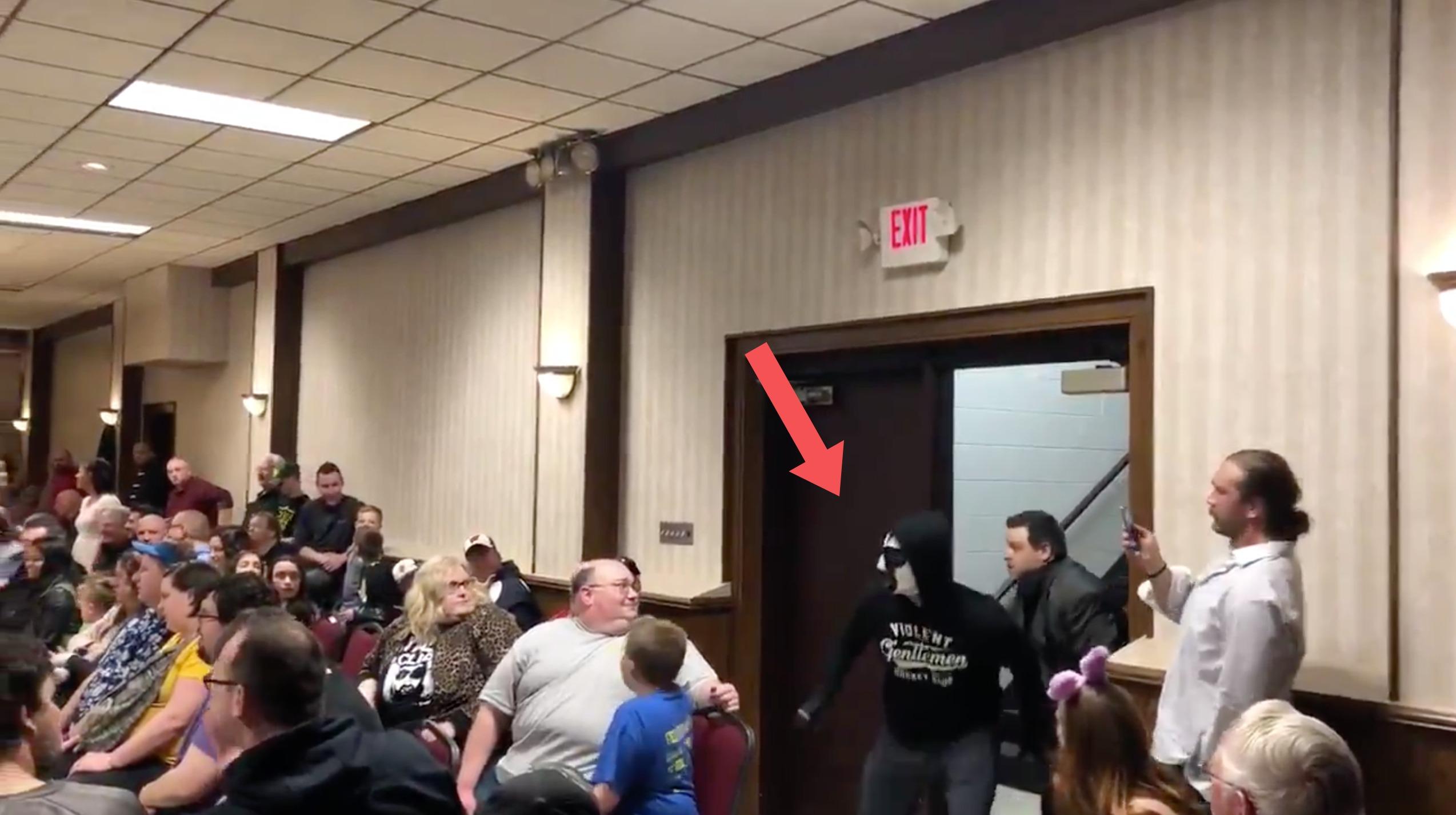 CM Punk returns to wrestling under mask in Milwaukee (video)