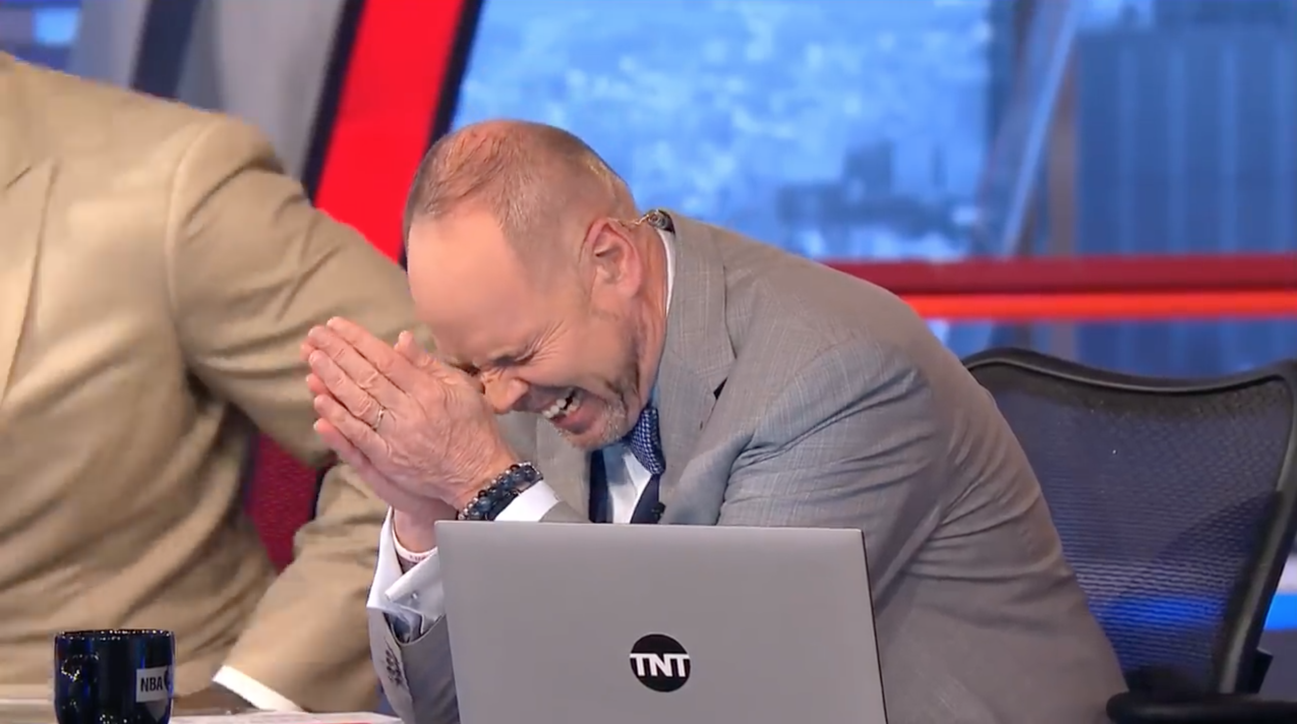 NBA on TNT: Shaq threatens to knock out Charles Barkley (video)