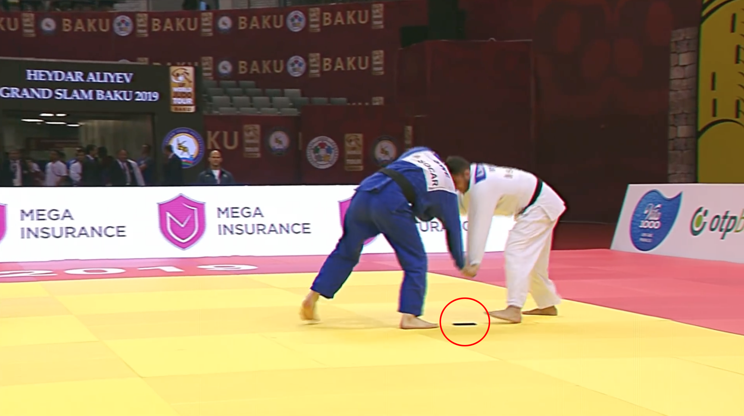 Judo: Anri Egutidze drops phone at Baku Grand Slam (video)