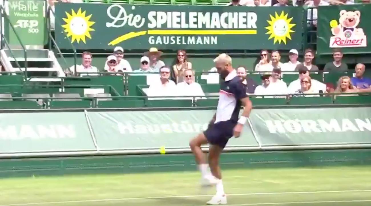 Benoit Paire turns a tennis match into a soccer battle
