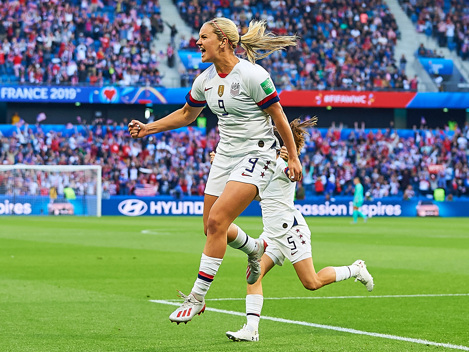 Lindsey Horan scores for the USA vs. Sweden