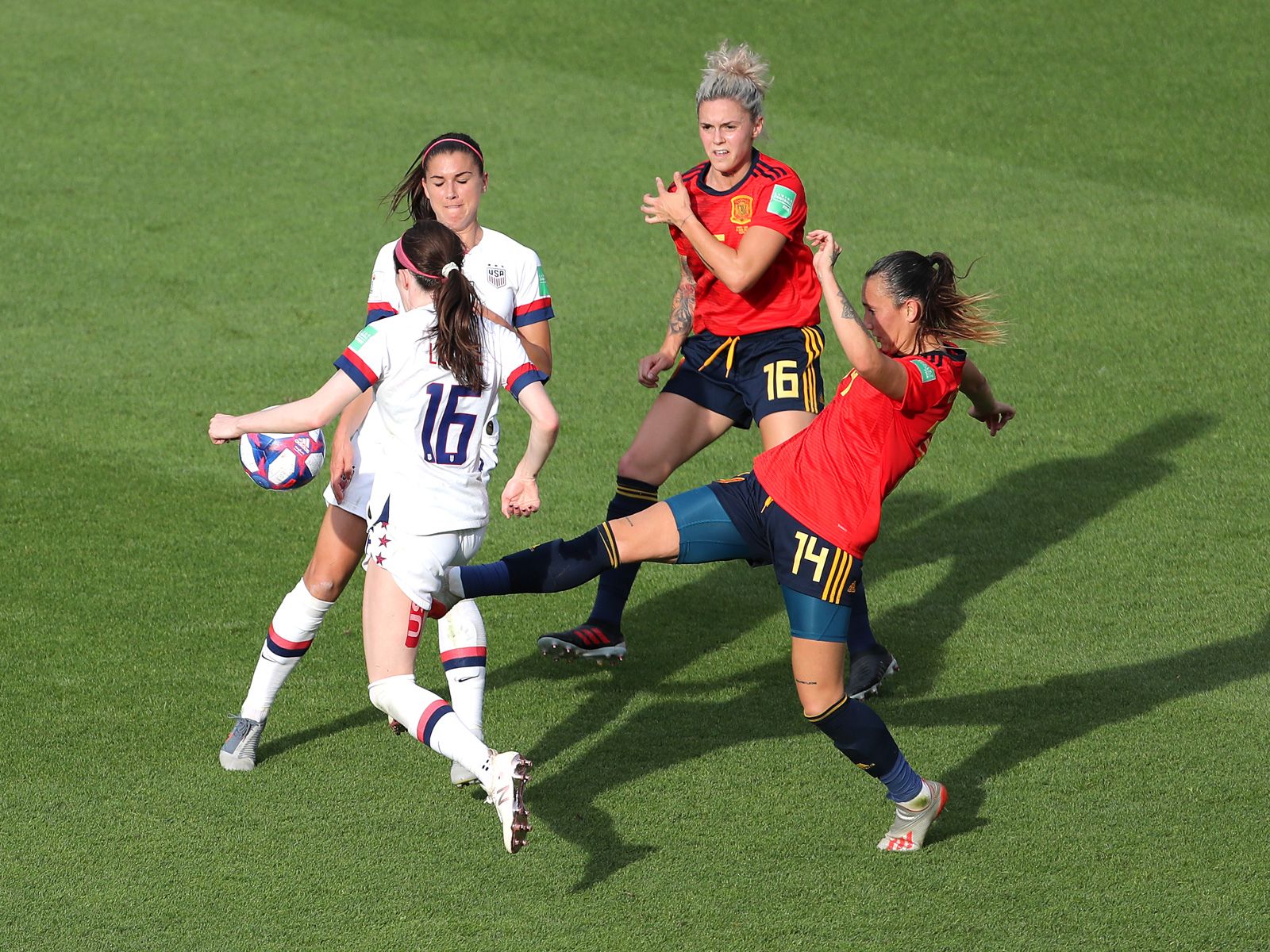 Rose Lavelle draws the penalty that gave the USA the win over Spain
