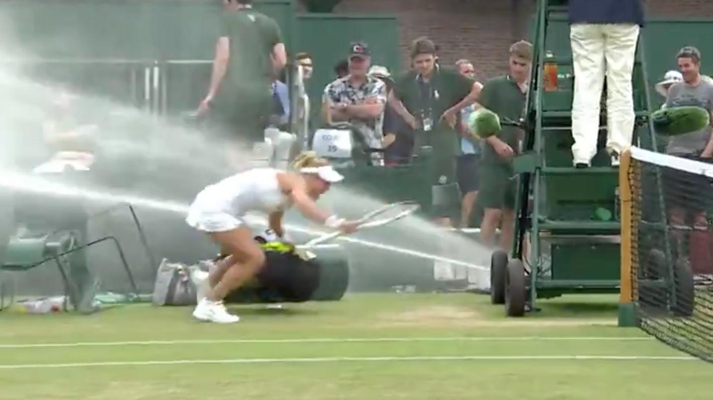 Wimbledon mixed doubles: Sprinkler malfunctions at match (video)