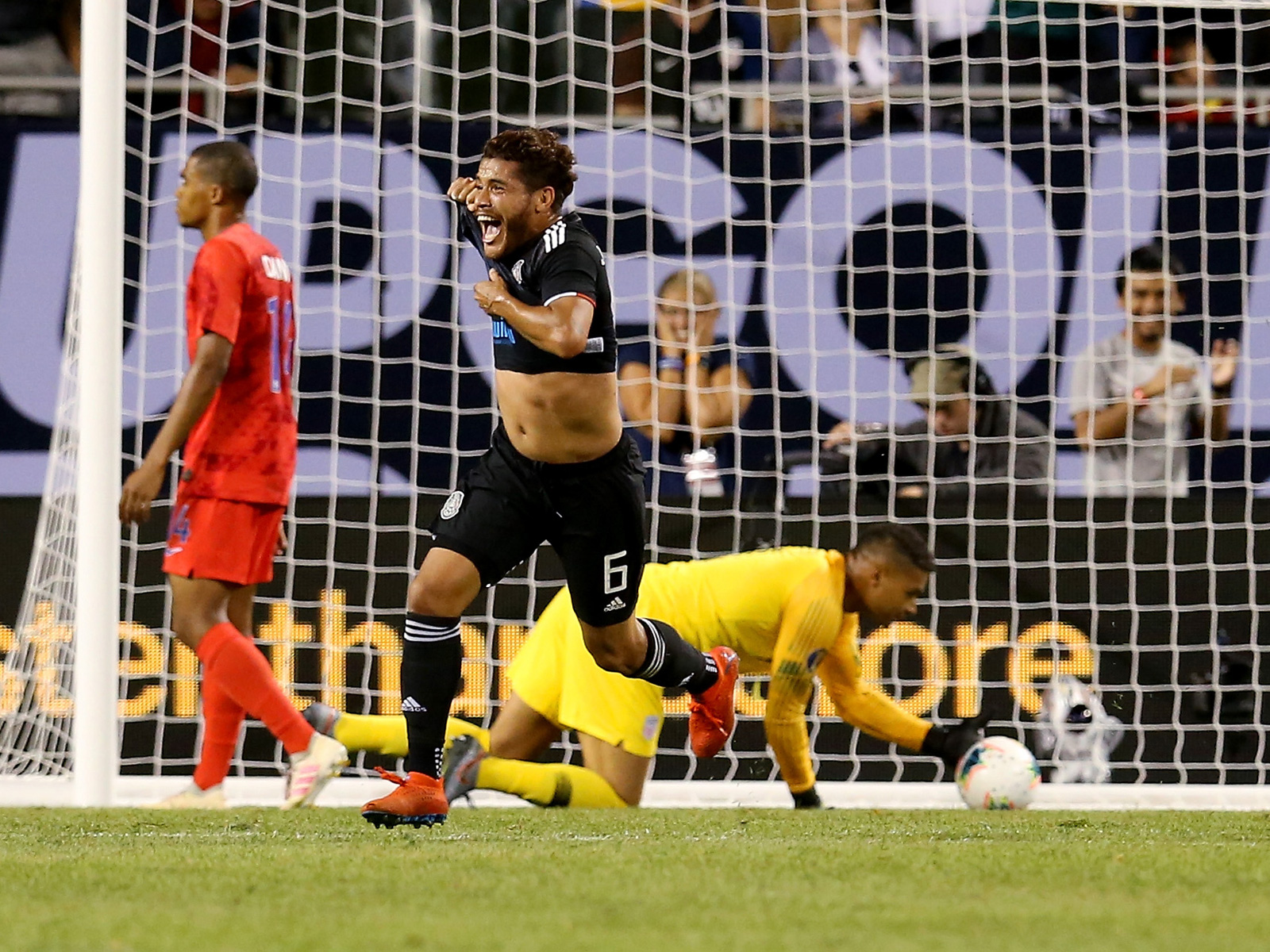 Jonathan Dos Santos scores for Mexico vs. the USA in the Gold Cup final