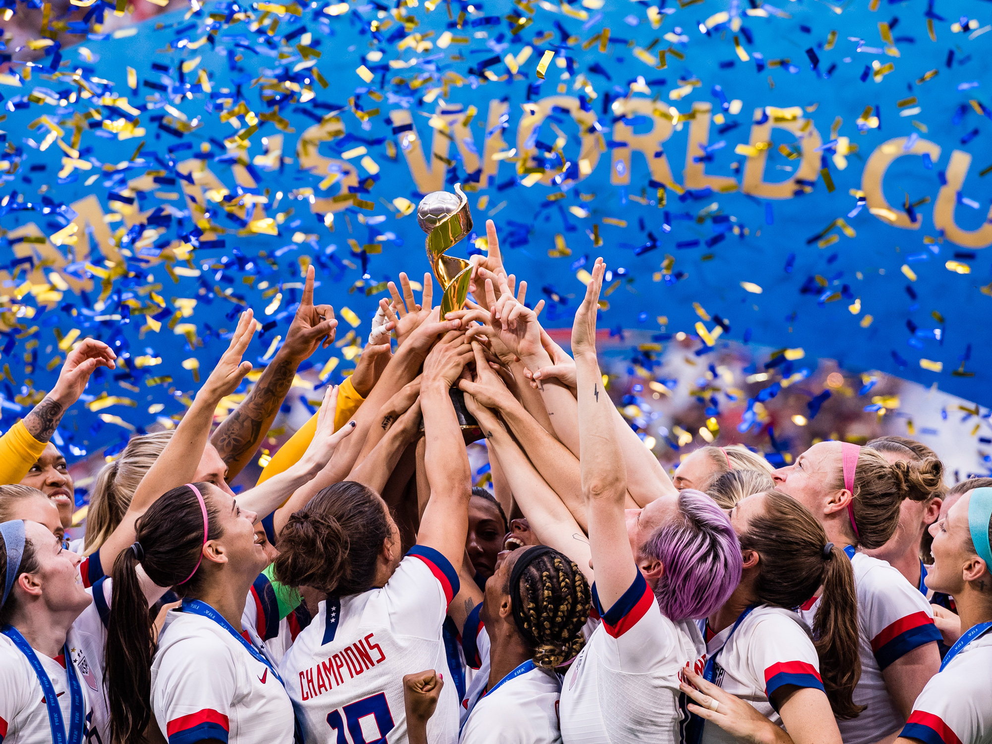 The USWNT lifts the 2019 Women's World Cup trophy