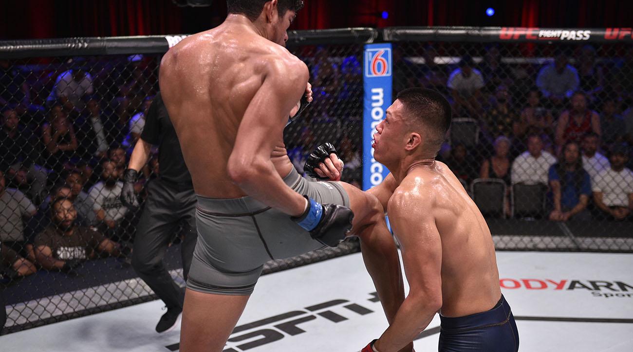 Aalon Cruz earns UFC contract after flying knee kick