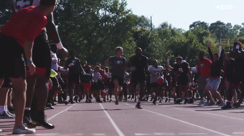 Matthew Boling beats football players in race